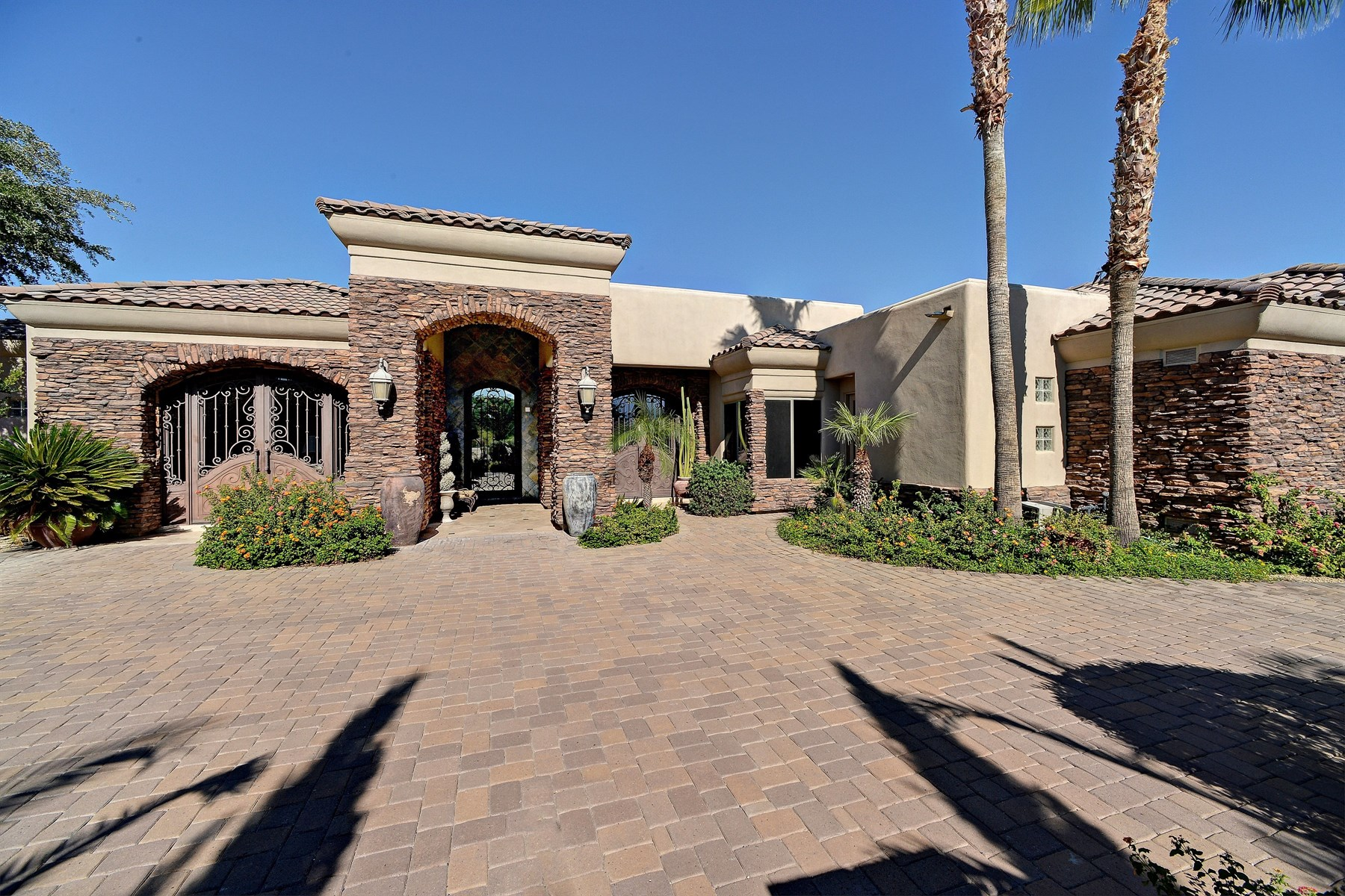 Maison unifamiliale pour l Vente à Beautiful Paradise Valley home with great floorplan 5002 E Orchid LN Paradise Valley, Arizona, 85253 États-Unis
