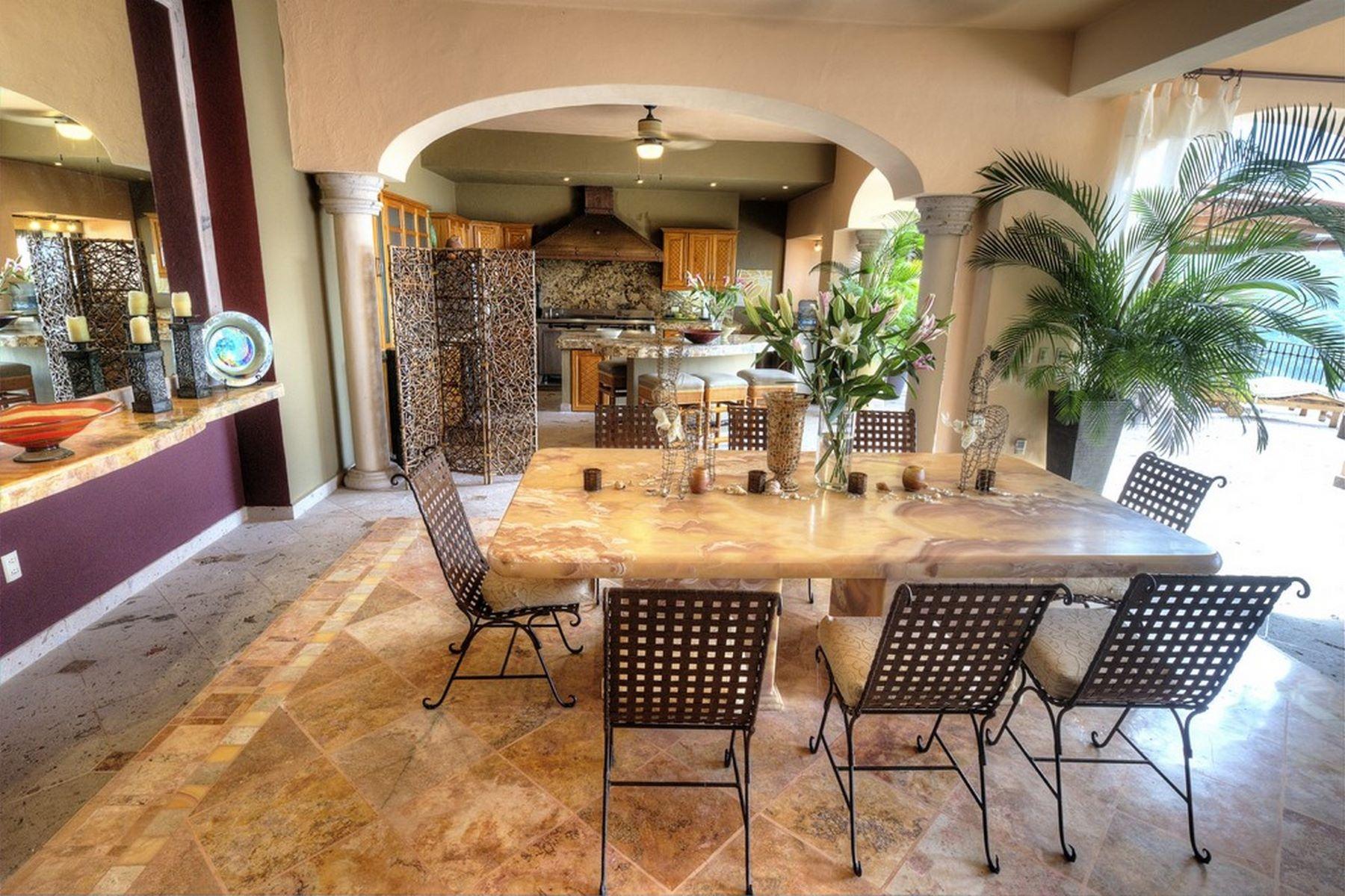 Additional photo for property listing at Villa Suzannah Candida Azucena 94 Lomas de Mismaloya Puerto Vallarta, Jalisco 48294 Mexico
