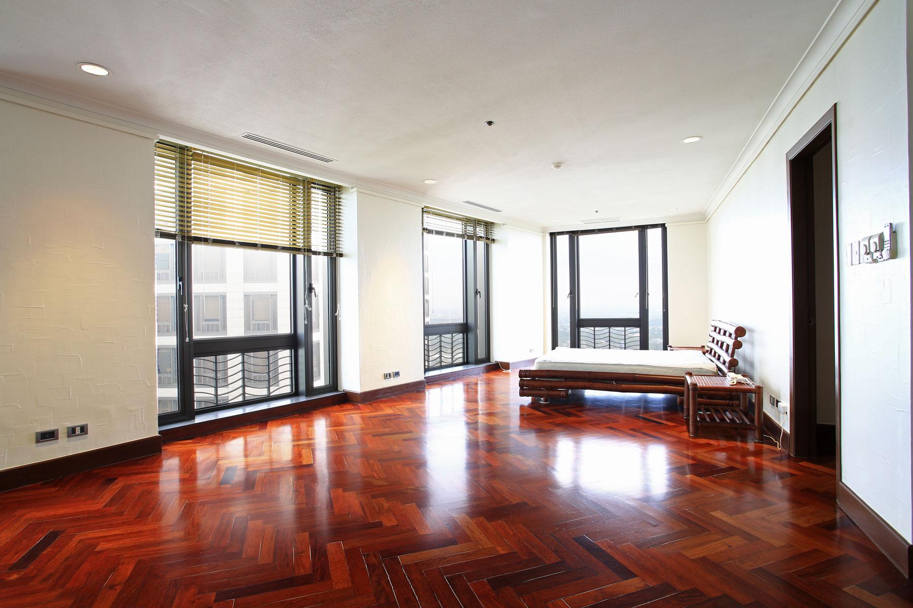 コンドミニアム のために 売買 アット Custom Built Grand 4 Bedroom Apartment Essensa 21st Drive corner 5th Ave. Taguig, Luzon 1634 フィリピン