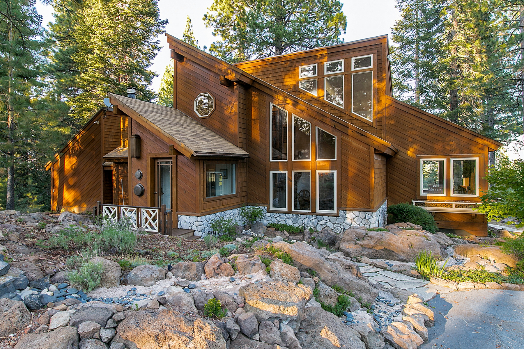 Single Family Home for Active at 10601 Palisades Drive Truckee, California 96161 United States