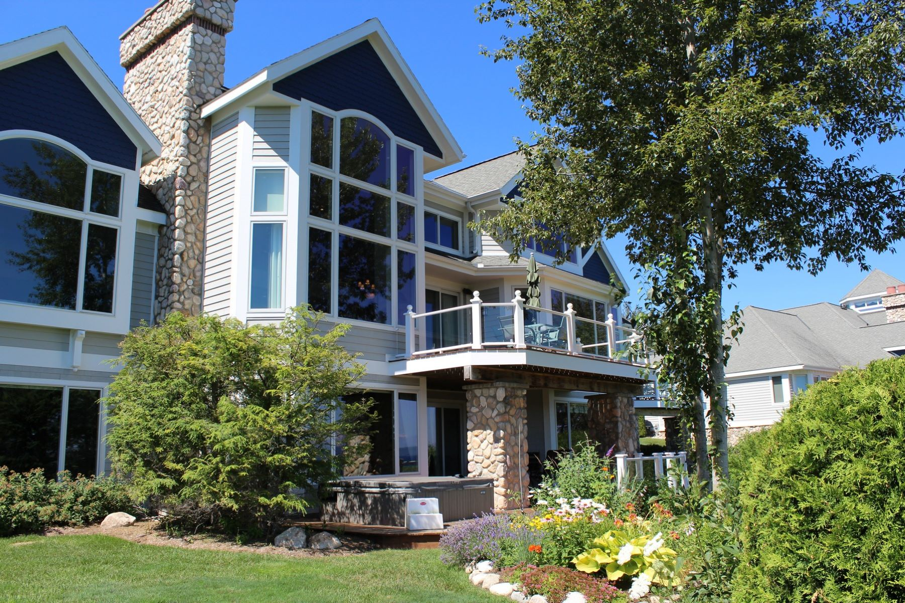 شقة بعمارة للـ Sale في Quarry Bluff 22 6420 Quarry Ridge Drive, Bay Harbor, Michigan, 49770 United States