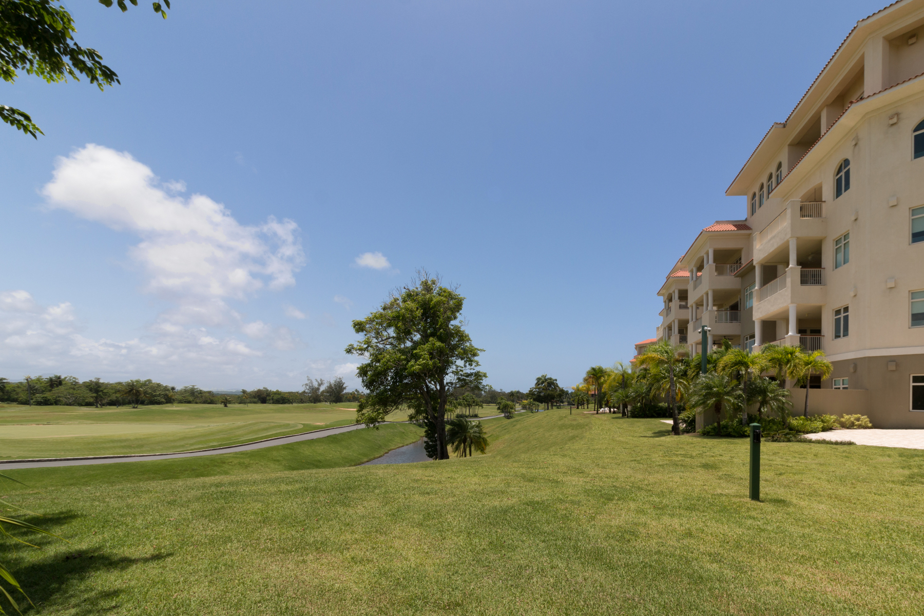 Additional photo for property listing at Plantation Village Spacious Ground Floor Residence 500 Plantation Drive Building 3, Apt 100 Dorado Beach, Puerto Rico 00646 Πουερτο Ρικο