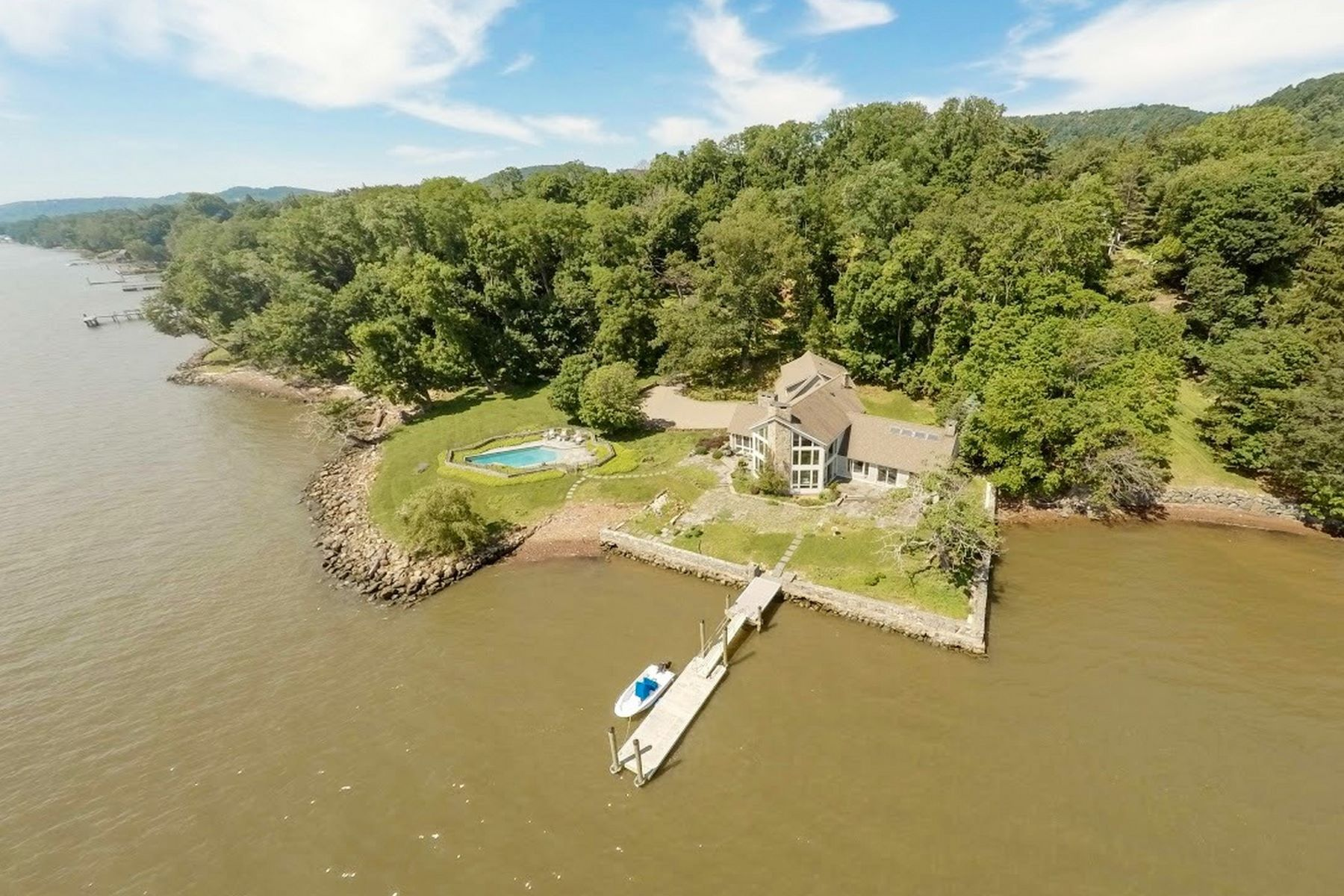 Additional photo for property listing at Extraordinary Hudson Riverfront Property 641 North Broadway Upper Nyack, New York 10960 United States