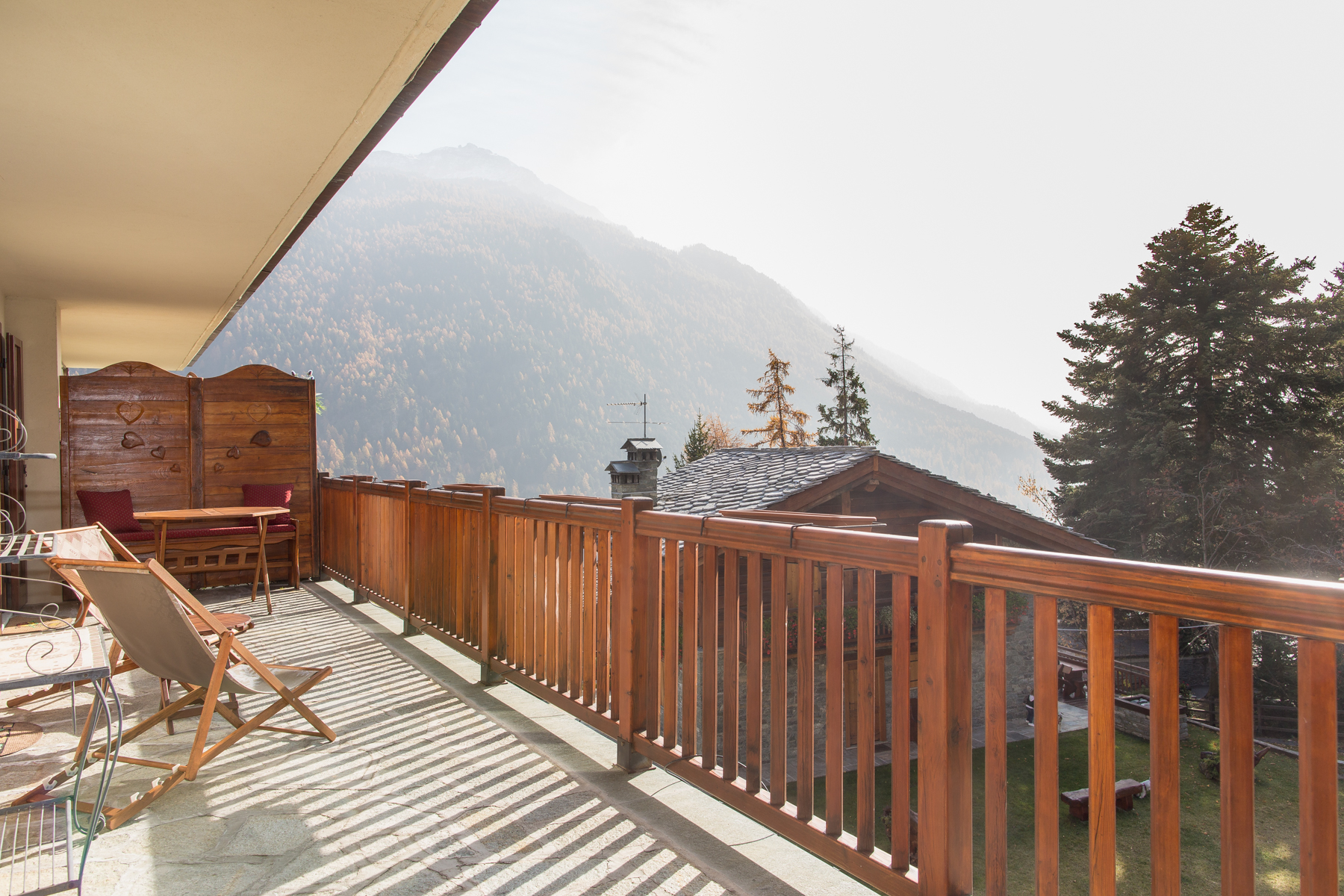 Additional photo for property listing at Cozy Apartment in Val d'Ayas Route Emile Chanoux Antagnod, Aosta 11020 Italien