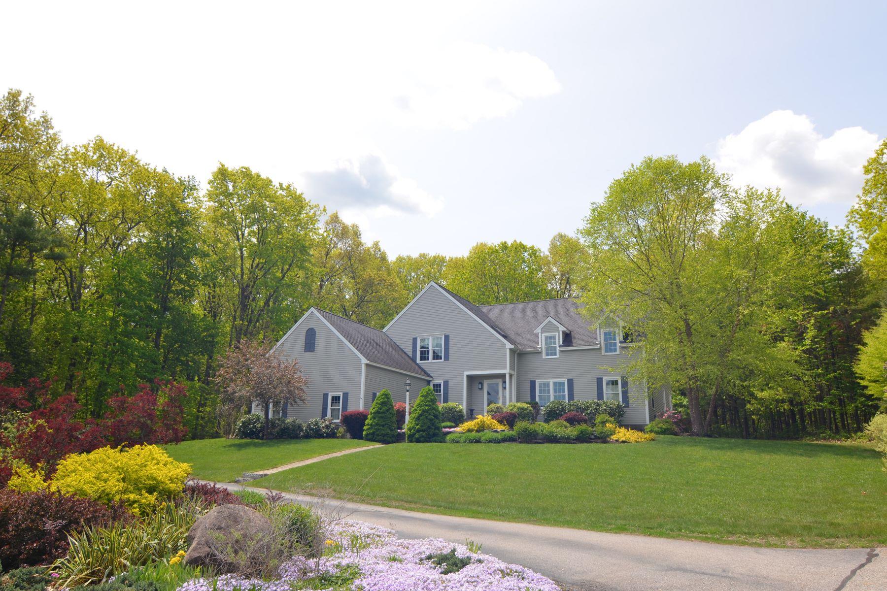 Casa para uma família para Venda às Woodlands Condominium 11 Trillium Court Lunenburg, Massachusetts, 01462 Estados Unidos