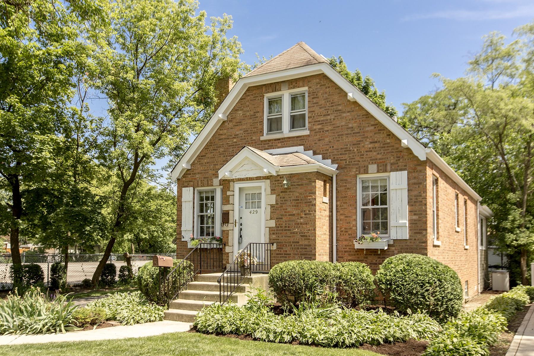 Maison unifamiliale pour l Vente à Charming Home In The Historic Town Of Riverside 429 Loudon Road Riverside, Illinois, 60546 États-Unis