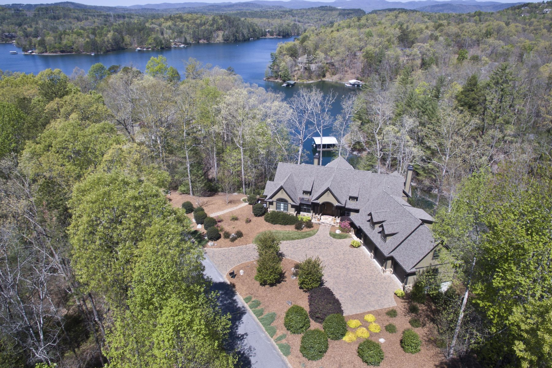 Частный односемейный дом для того Продажа на Casually Elegant Vineyards Waterfront Retreat 110 Red Buckeye Trail, The Cliffs At Keowee Vineyards, Sunset, Южная Каролина, 29685 Соединенные Штаты