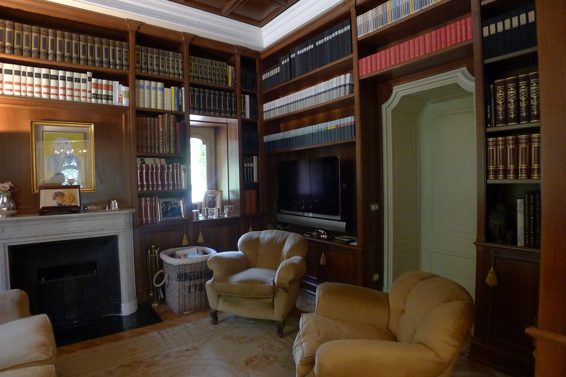 Additional photo for property listing at An exquisite villa on the ourskirts of of Varese via dei Campigli Varese, Varese 21100 Italien