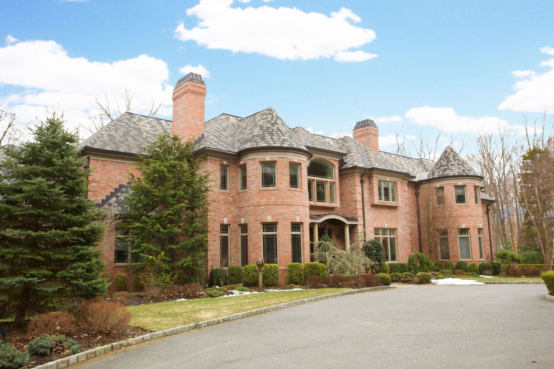 Maison unifamiliale pour l Vente à Grand Brick Manor 7 Bayberry Drive Saddle River, New Jersey 07458 États-Unis