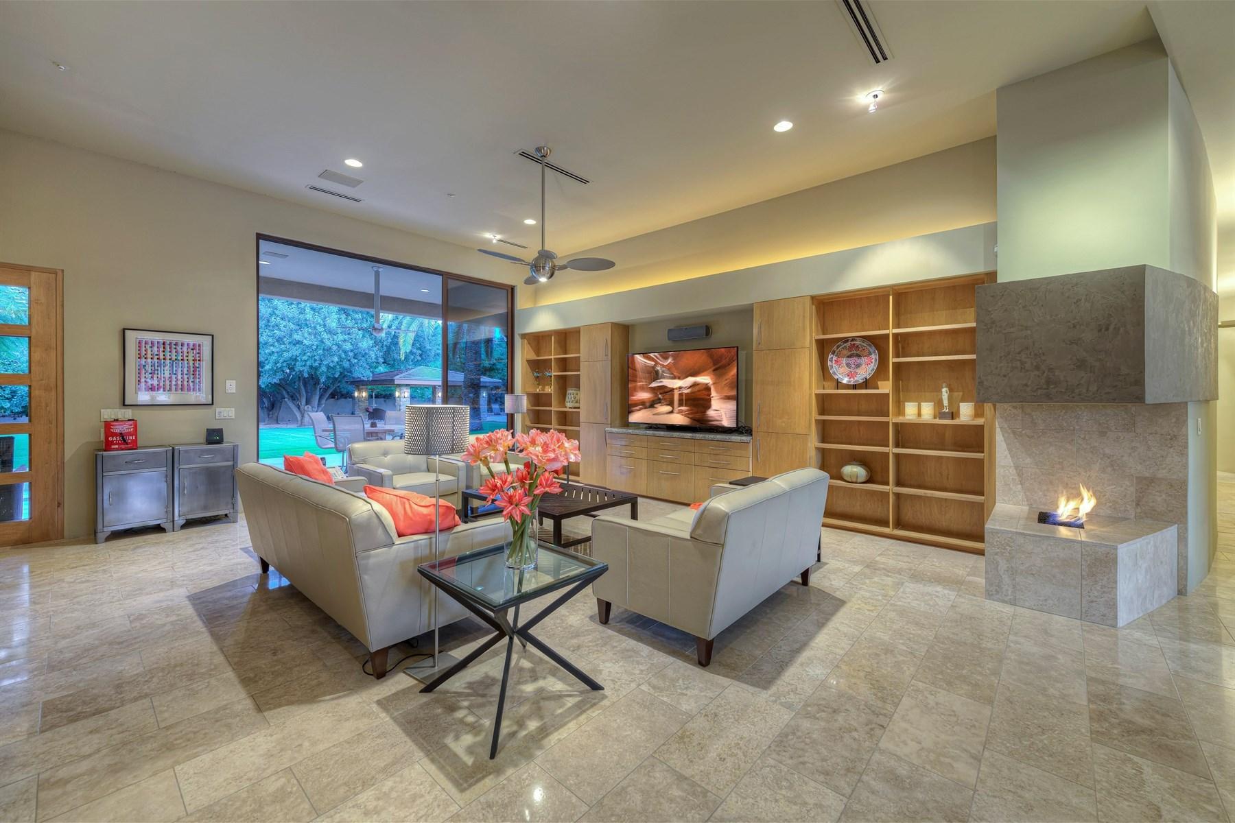 一戸建て のために 売買 アット Custom home with stunning views in Equestrian Estates 5716 E Caballo Dr, Paradise Valley, アリゾナ, 85253 アメリカ合衆国