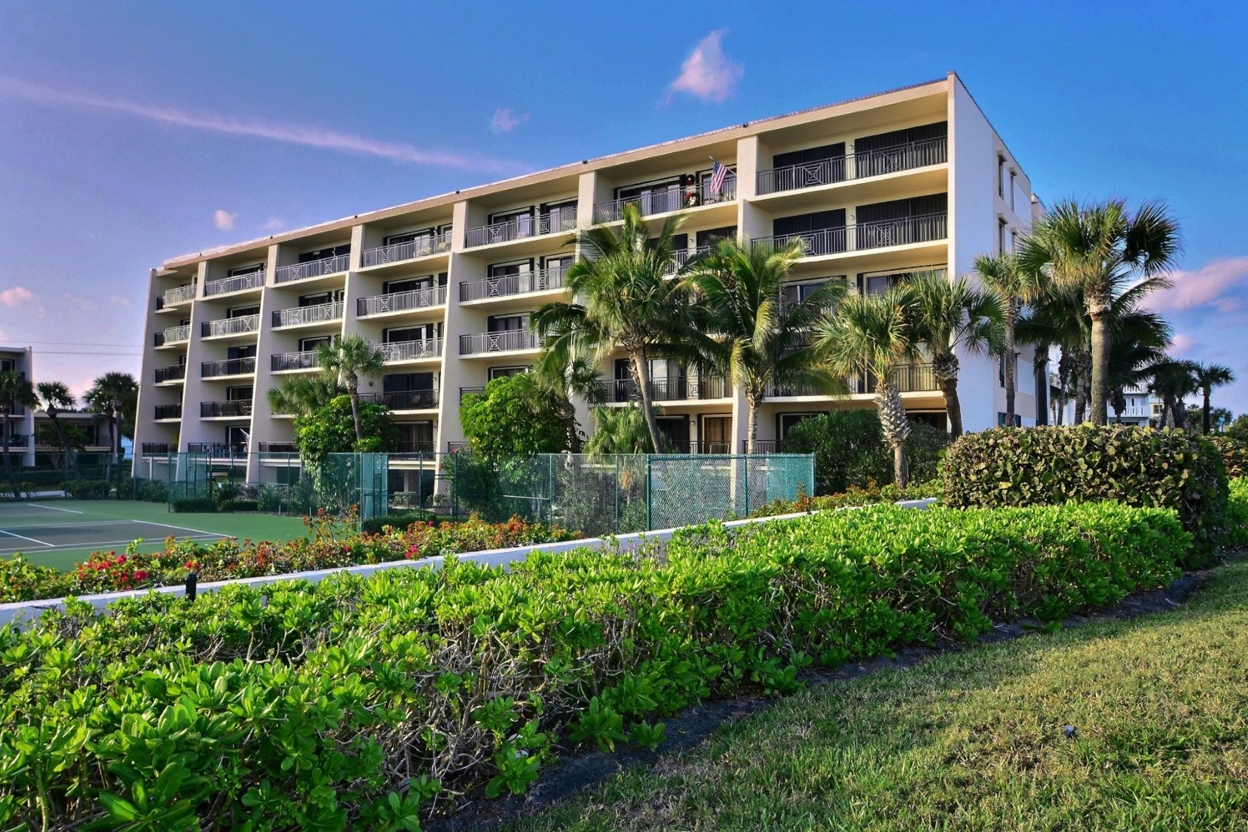 sales property at Rare 3BR Remodeled Condo in Racquet Club