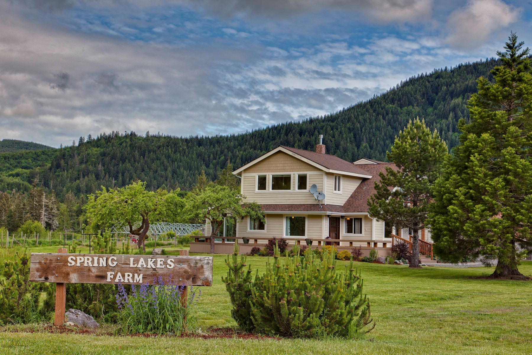 Maison unifamiliale pour l Vente à Spring Lakes Farm 237477 W Highway 101 Port Angeles, Washington 98363 États-Unis
