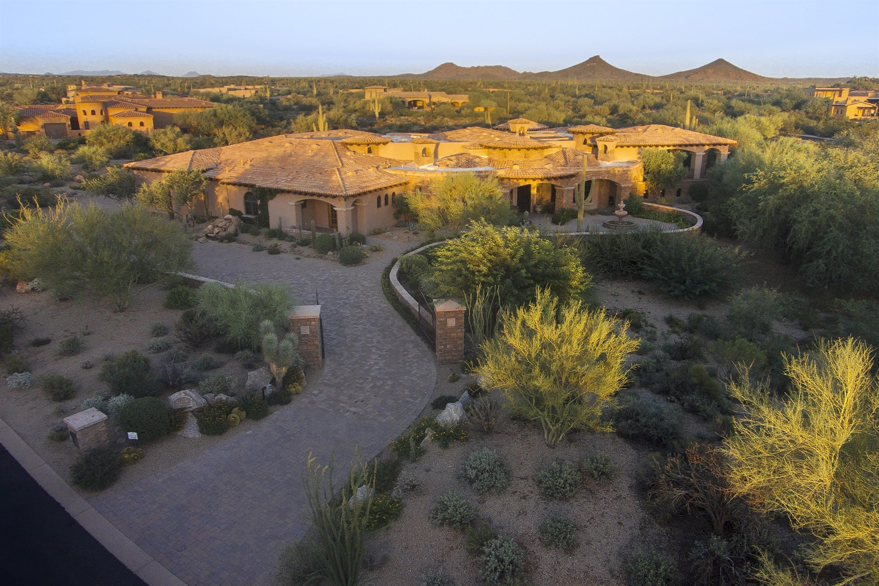 獨棟家庭住宅 為 出售 在 Stunning Private Estate On Nearly 3 Acres In Guard-Gated Whisper Rock Estates 8613 E Artisan Pass Scottsdale, 亞利桑那州, 85266 美國