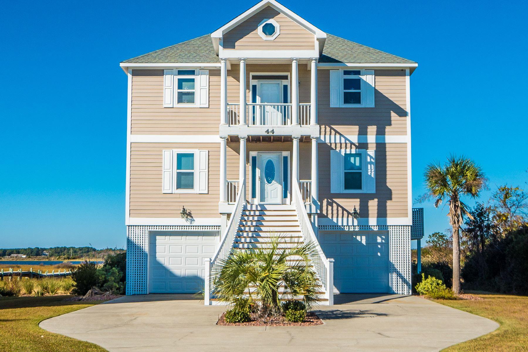 Maison unifamiliale pour l Vente à Captivating Waterfront on Cape Island 44 Sailview Drive N Topsail Beach, Carolina Du Nord, 28460 États-Unis