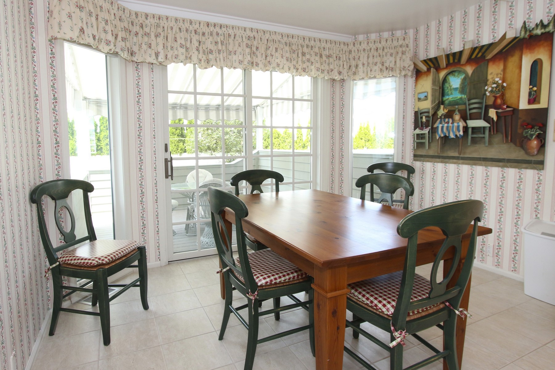 Additional photo for property listing at 16 S Thurlow Avenue 16 S Thurlow Avenue SOUTHSIDE PARKWAY & OCEANVIEWS! Margate, New Jersey 08402 United States