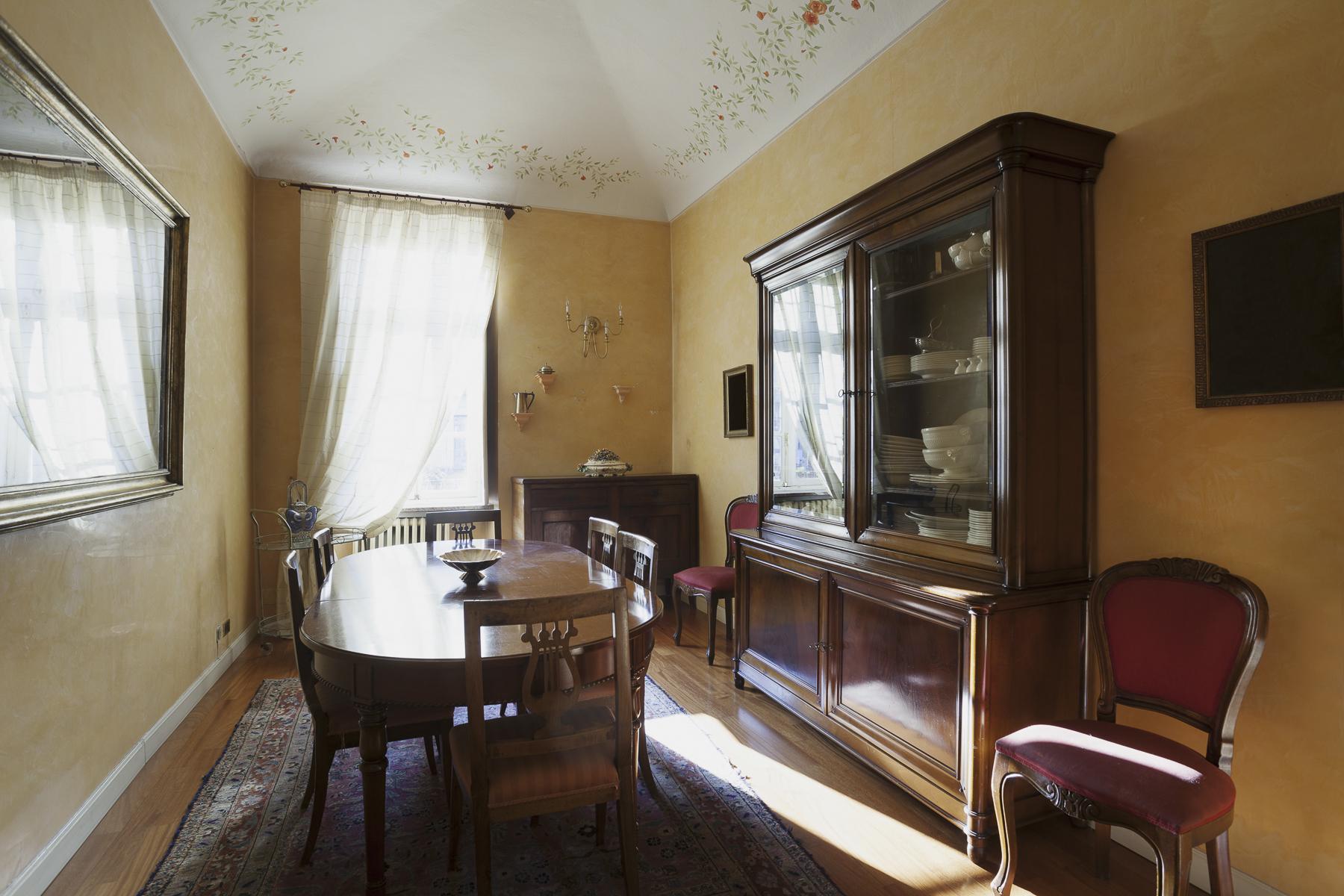 Additional photo for property listing at Elegant apartment in Piazza Vittorio Piazza Vittorio Veneto Torino, Turin 10124 Italien