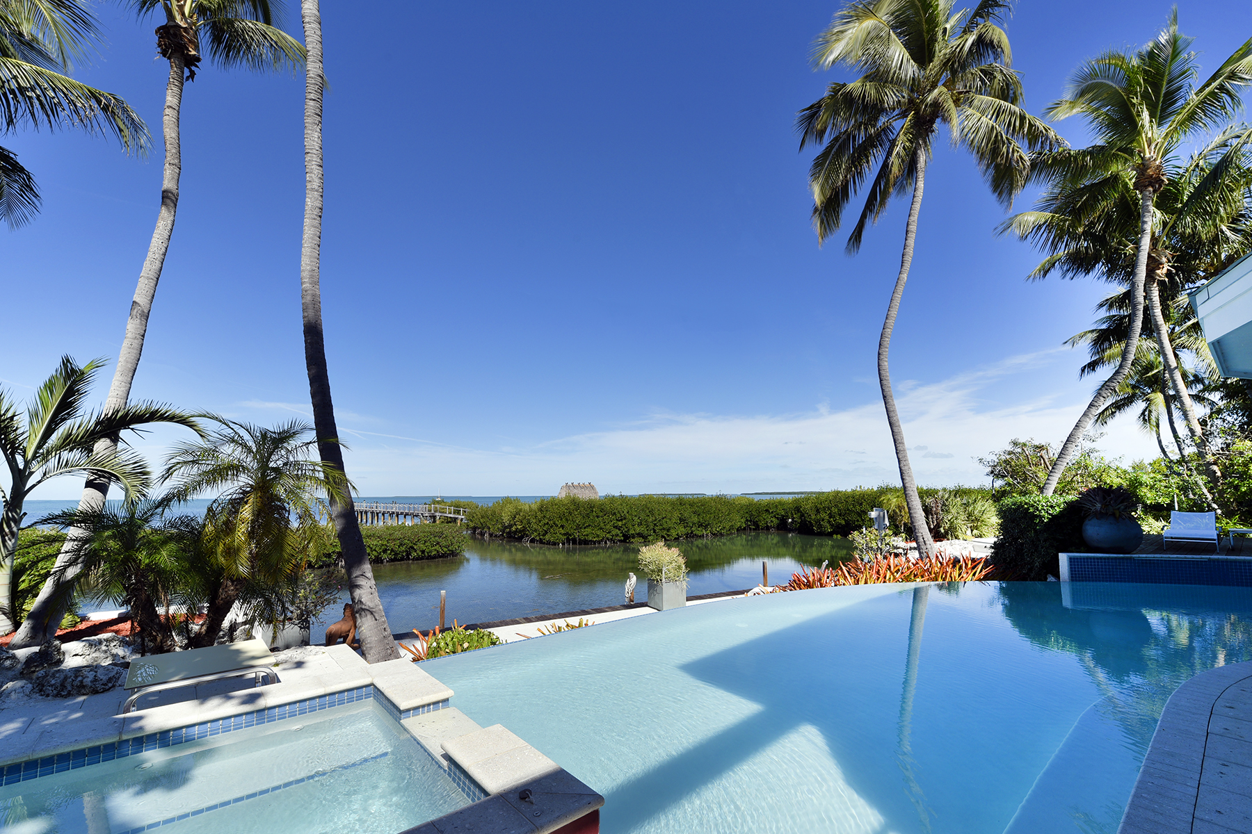 Additional photo for property listing at Iconic Bayfront Estate 140 Madeira Road Islamorada, Florida 33036 États-Unis