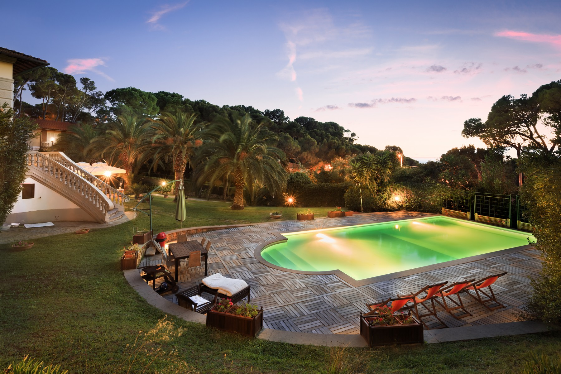 Additional photo for property listing at Beautiful villa steps away from the sea Via Benvenuti Castiglioncello, Livorno 57016 Italy