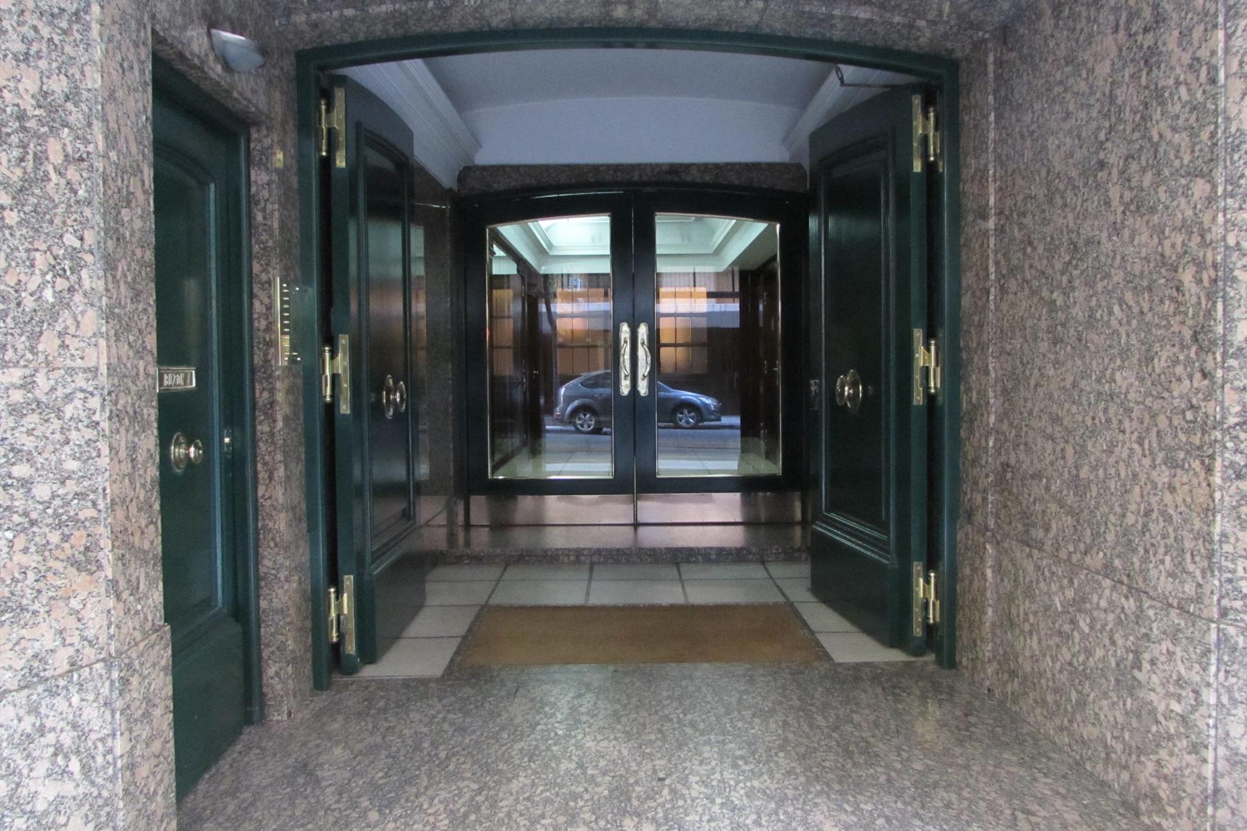 Casa Unifamiliar por un Venta en Excelente departamento sobre la calle Montevideo Montevideo 1700 Buenos Aires, Buenos Aires, C1021AAB Argentina