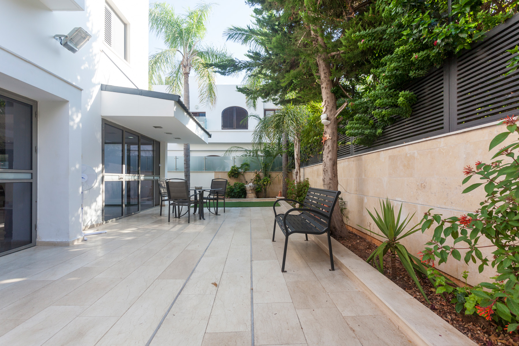 Additional photo for property listing at Contemporary Elegant Villa in Herzliya Pituach 海尔兹利亚, 以色列 以色列