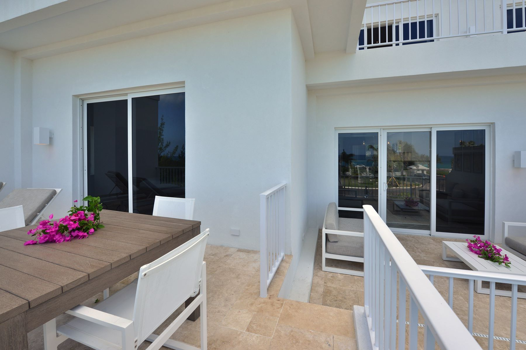 Additional photo for property listing at Ocean Terraces, One Bedroom + Den West Bay Street, Nueva Providencia / Nassau Bahamas