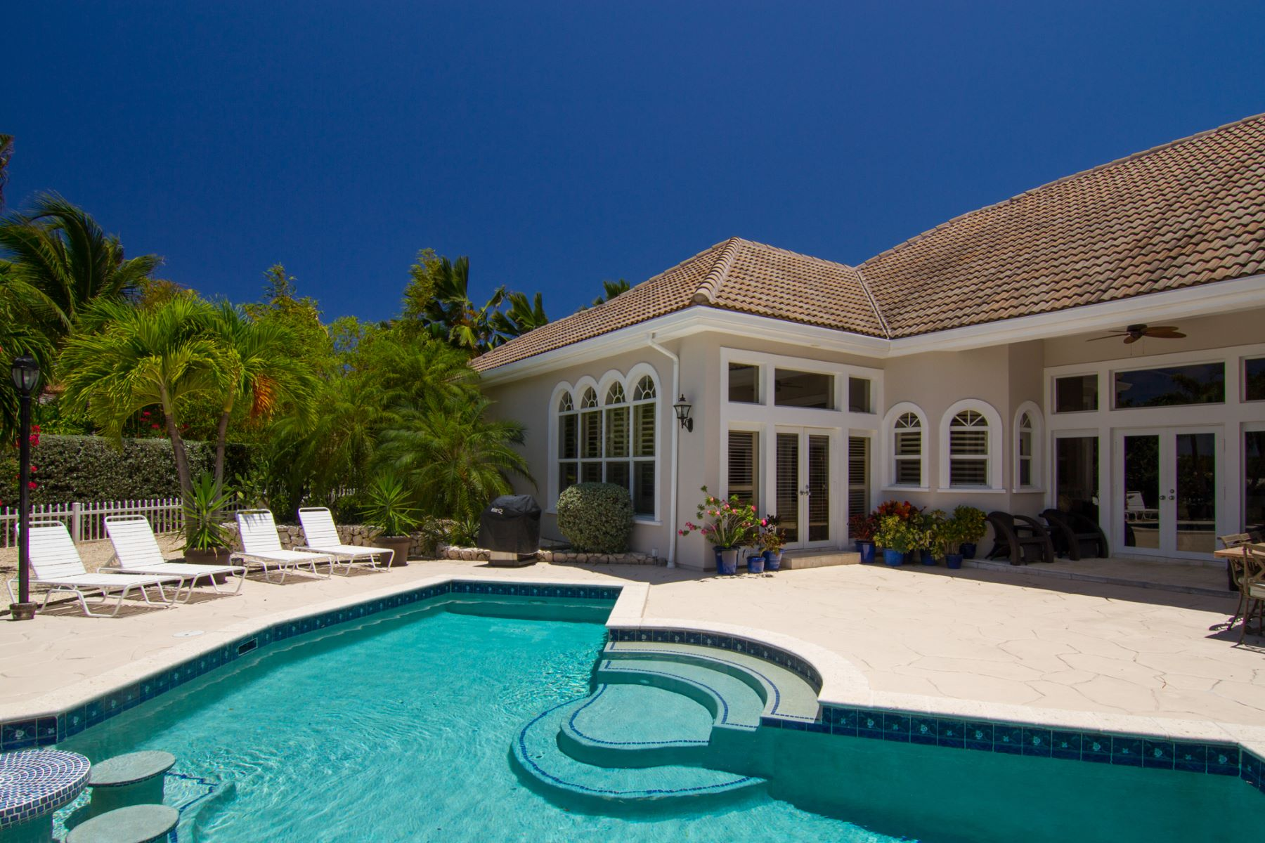Additional photo for property listing at Villa Paradiso Crystal Harbour,  Cayman Islands