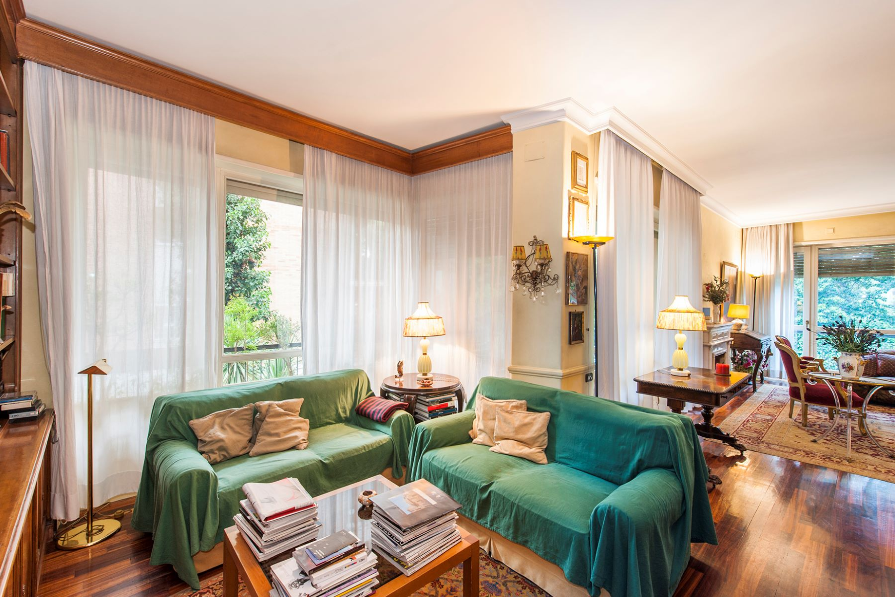 Additional photo for property listing at Elegant apartment in Viale Cortina d'Ampezzo  Rome, Rome 00135 Italien