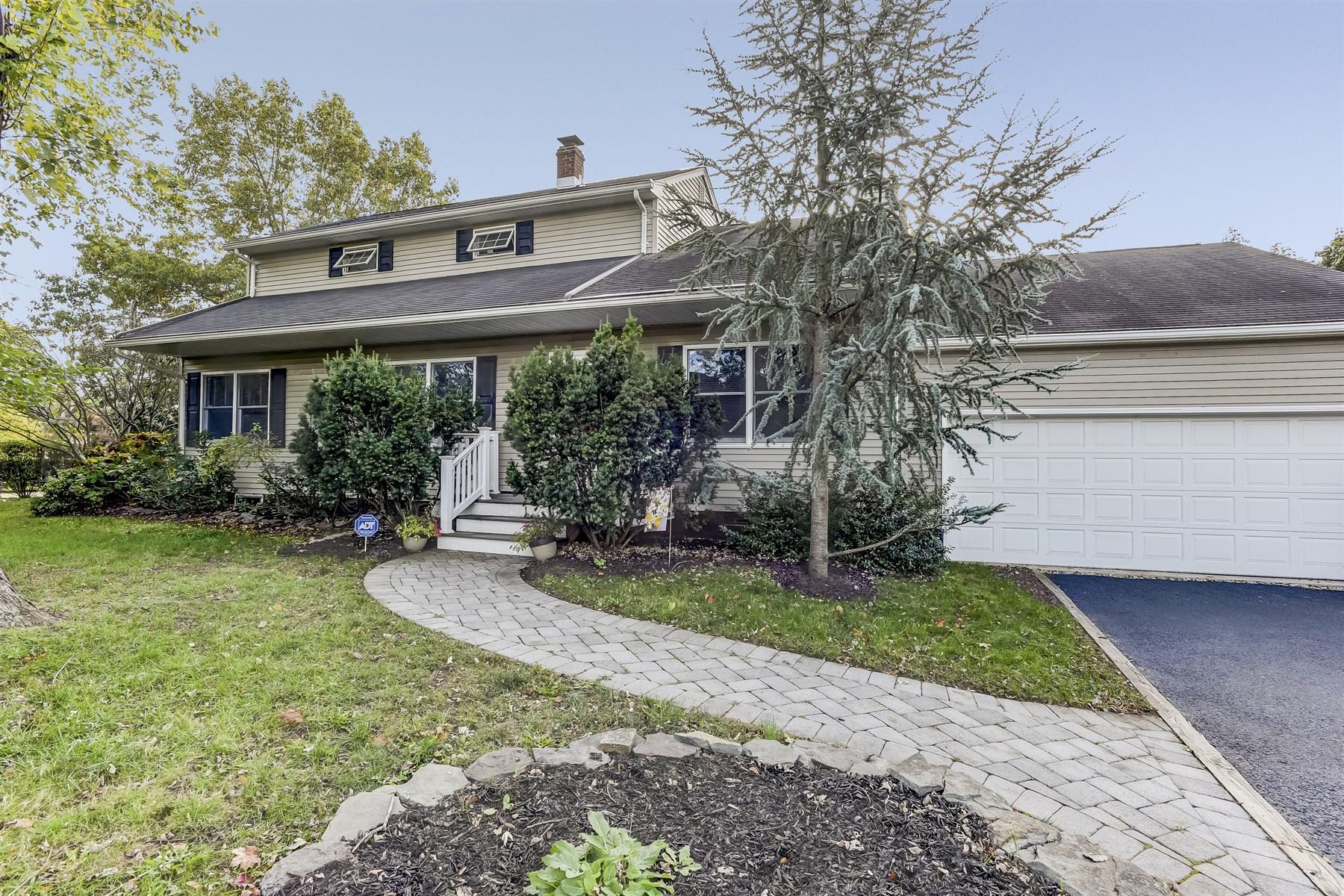 Частный односемейный дом для того Продажа на Charming & Warm Custom Cape 1 Manning Street Red Bank, Нью-Джерси 07701 Соединенные Штаты
