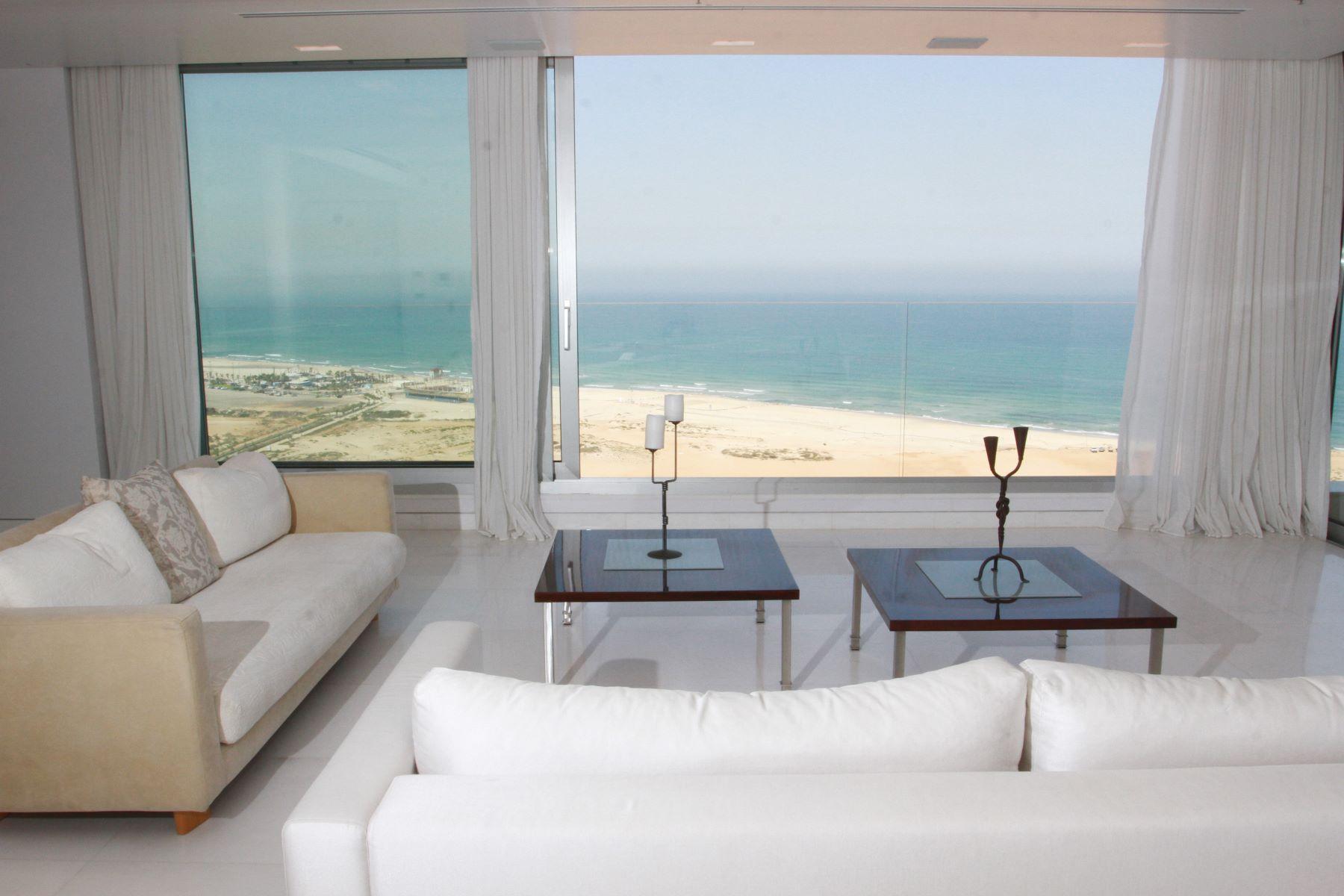 Additional photo for property listing at 360 degrees Sea view apartment in Netanya  Netanya, Israel 426950 Israël