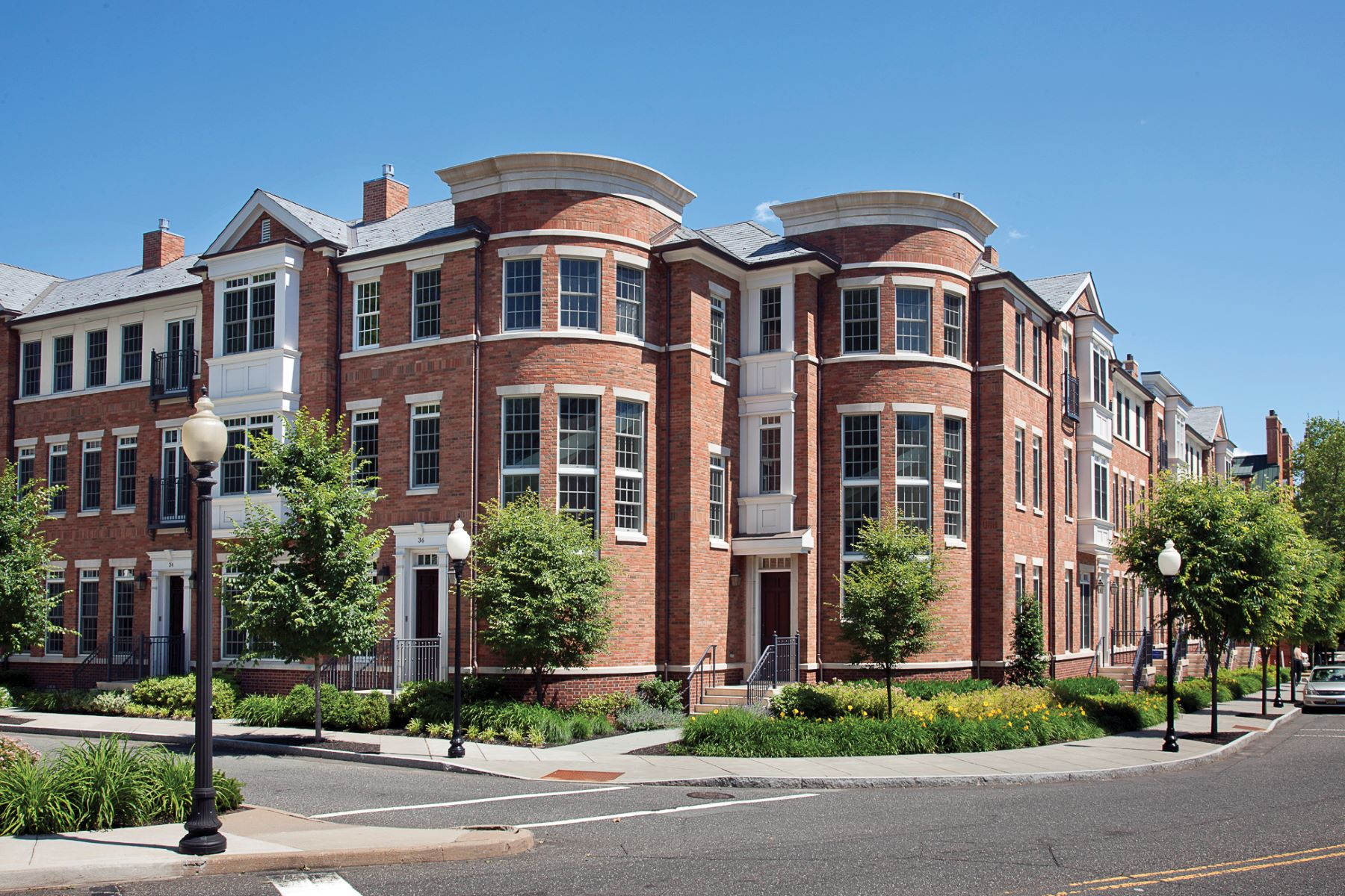 Moradia em banda para Venda às Luxurious Townhome in the Heart of Princeton 22 Paul Robeson Place Princeton, Nova Jersey, 08540 Estados Unidos
