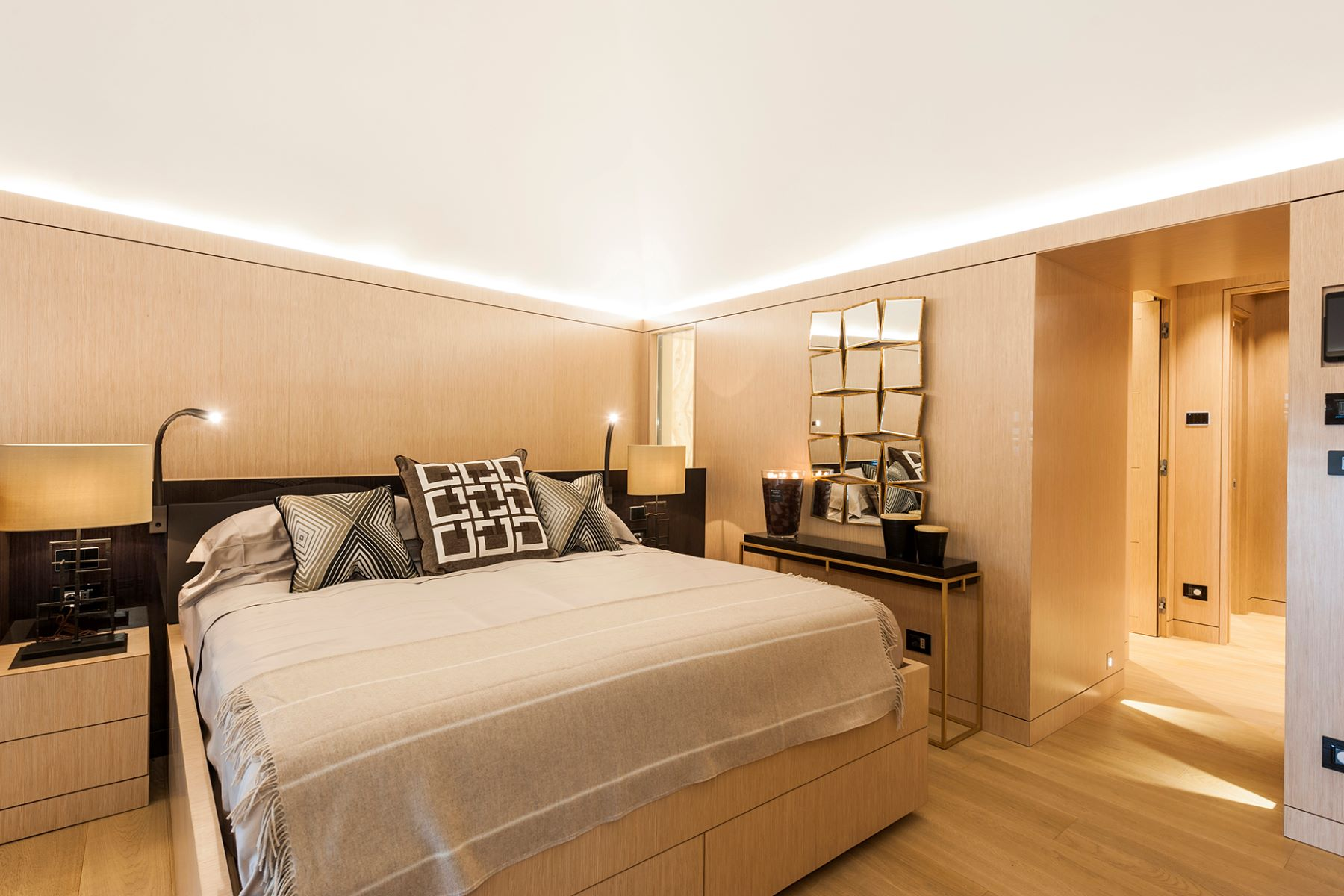 Additional photo for property listing at Luxurious loft in Piazza Borghese  Rome, Rome 00186 Italy