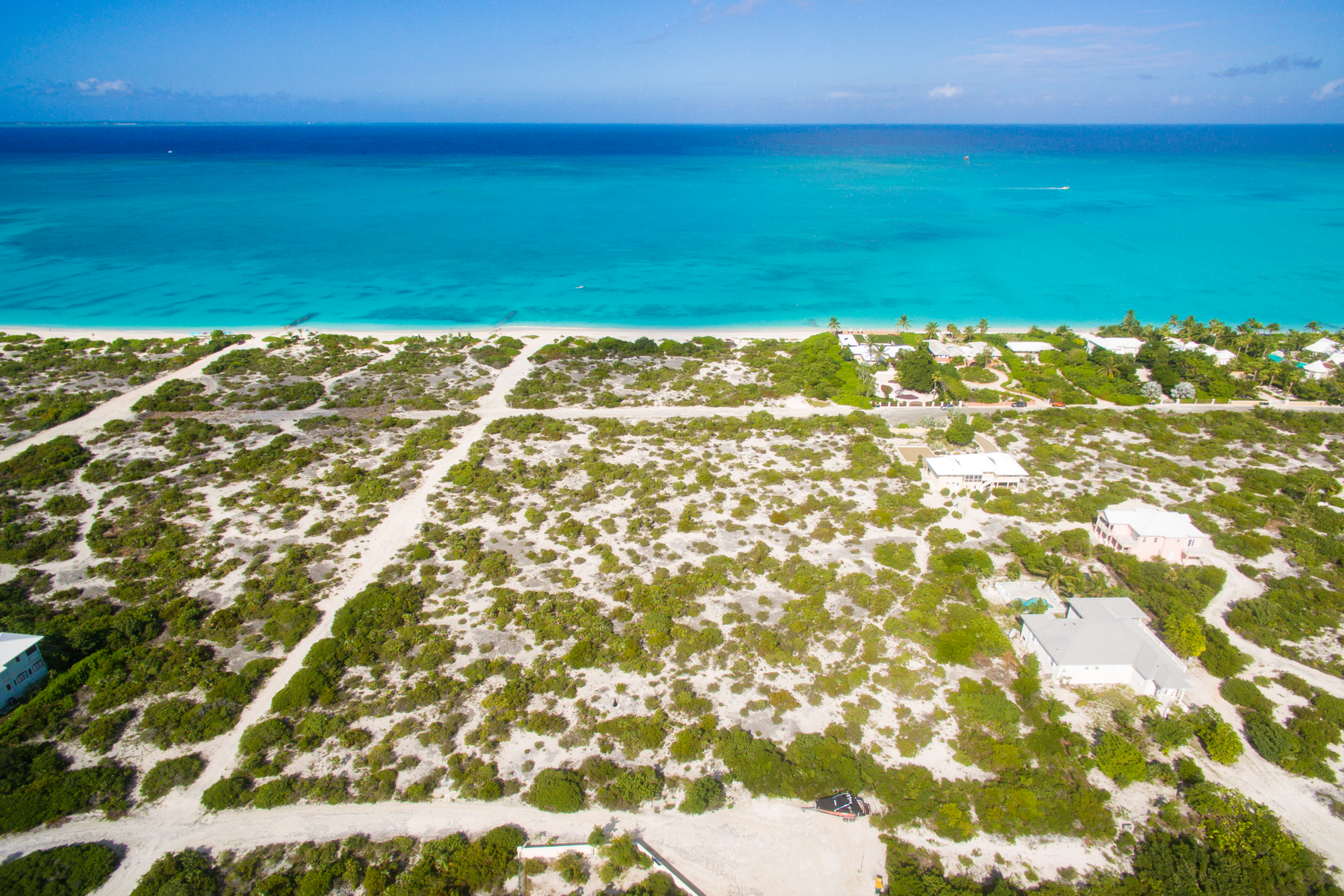 Additional photo for property listing at BEACH ENCLAVE GRACE BAY Design B Beachfront Grace Bay, Providenciales TKCA 1ZZ Îles Turques Et Caïques