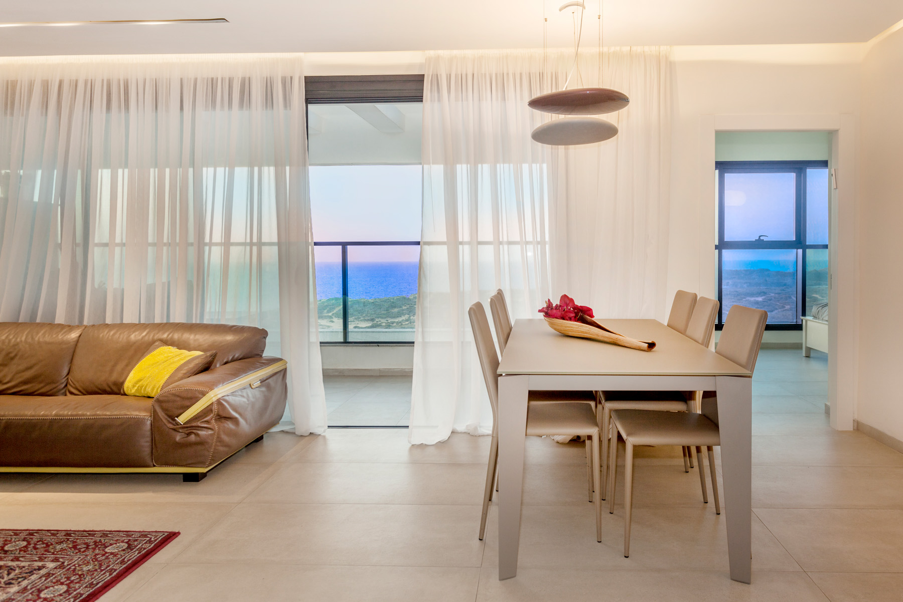 Appartement pour l Vente à Elegant Apartment with Panoramic Sea View Netanya, Israel Israël