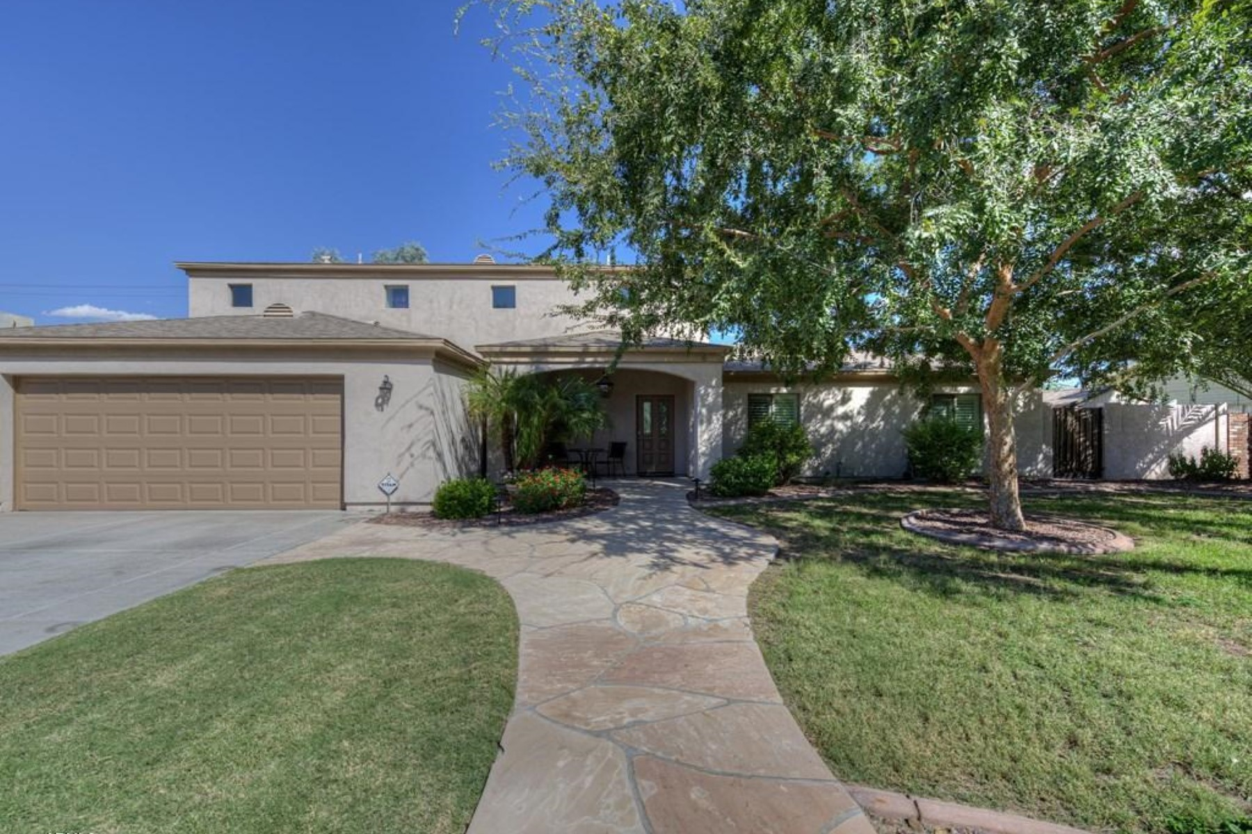 Maison unifamiliale pour l Vente à Perfect family home located in one of the most desirable neighborhood in Arcadia 3431 N 51st St Phoenix, Arizona, 85018 États-Unis