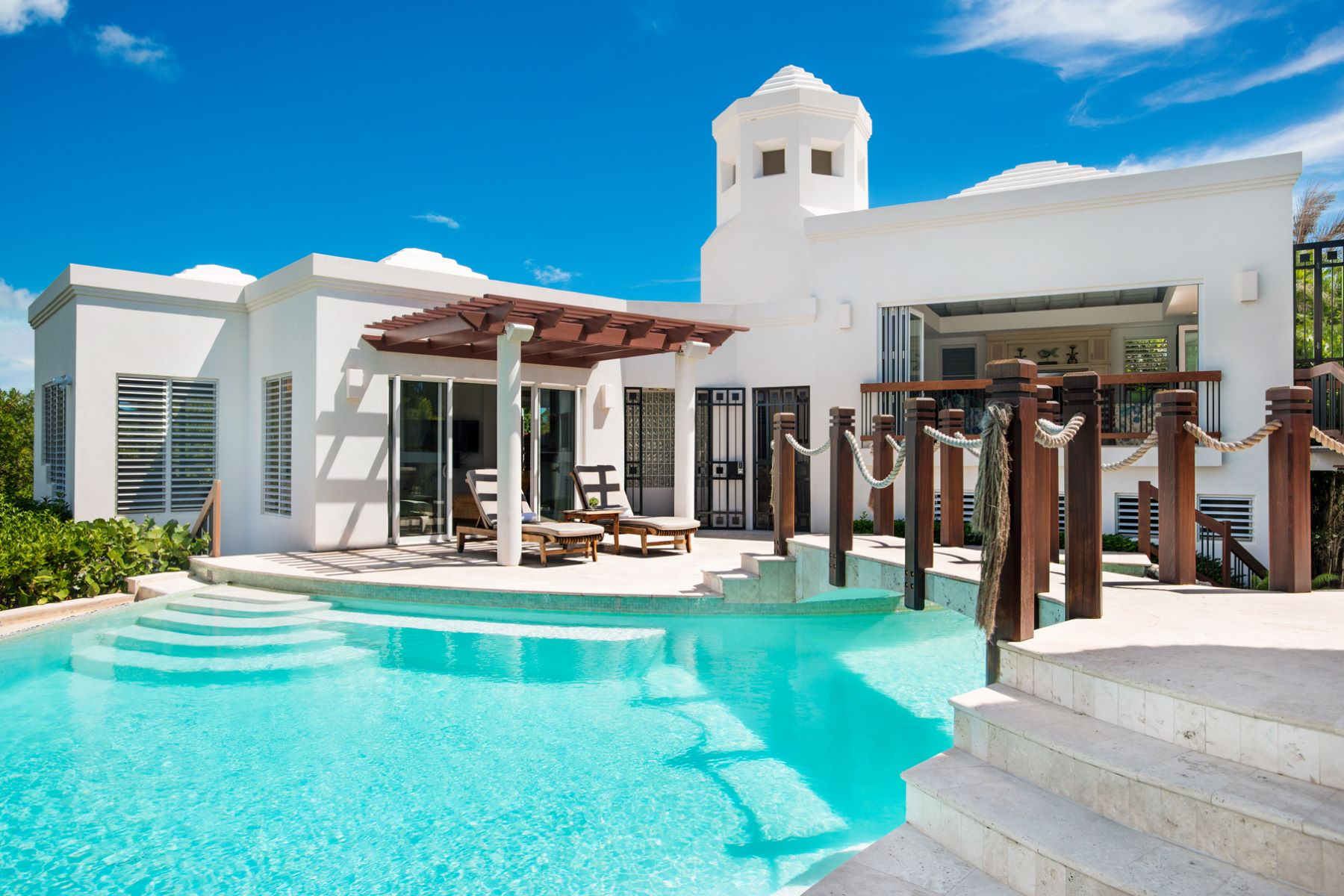 Additional photo for property listing at Turtle Breeze Villa Beachfront Turtle Cove, Providenciales TC Turks And Caicos Islands