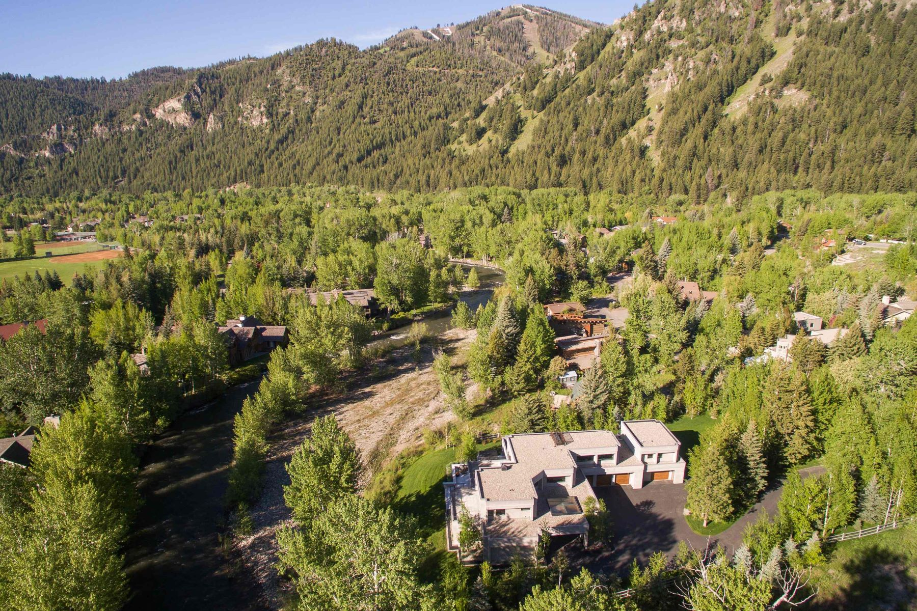 Additional photo for property listing at Inviting Innovation 207 Broadway Boulevard Ketchum, Idaho 83340 États-Unis