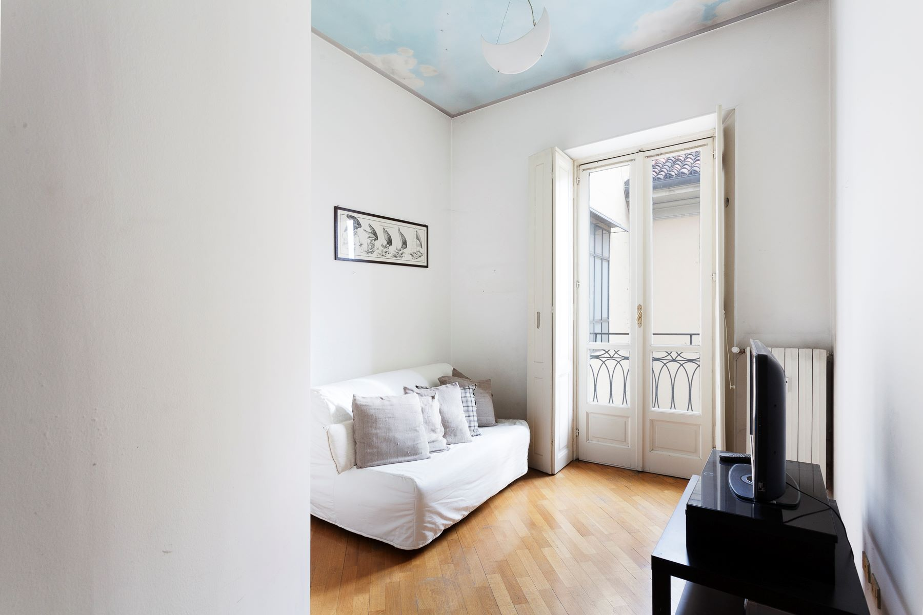 Additional photo for property listing at Bright Apartment with overlooking Mole Antonelliana and Cappuccini Via Maria Vittoria Turin, Turin 10123 Italia