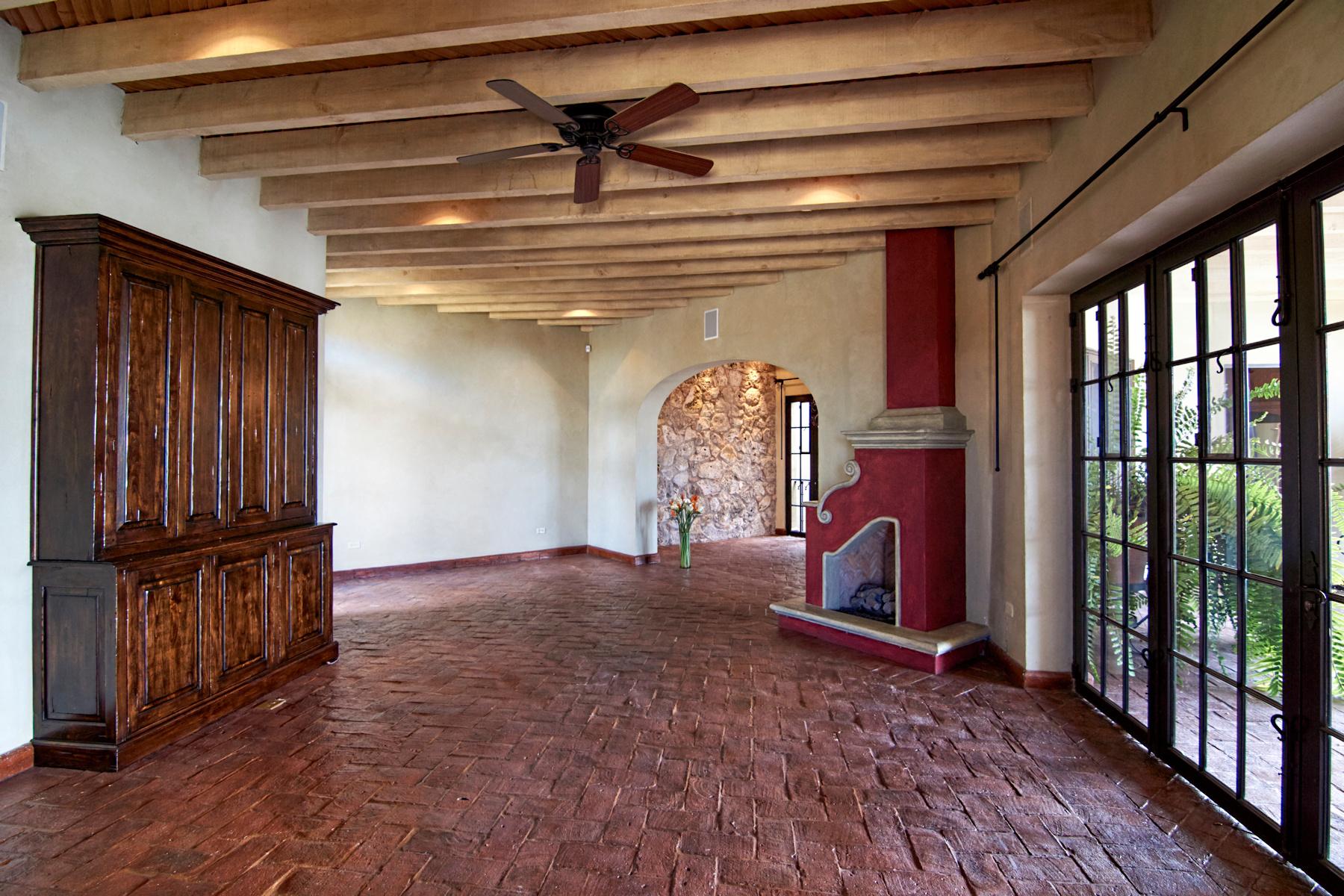 Additional photo for property listing at CASA CHEPITOS Centro, San Miguel De Allende, Guanajuato Mexico