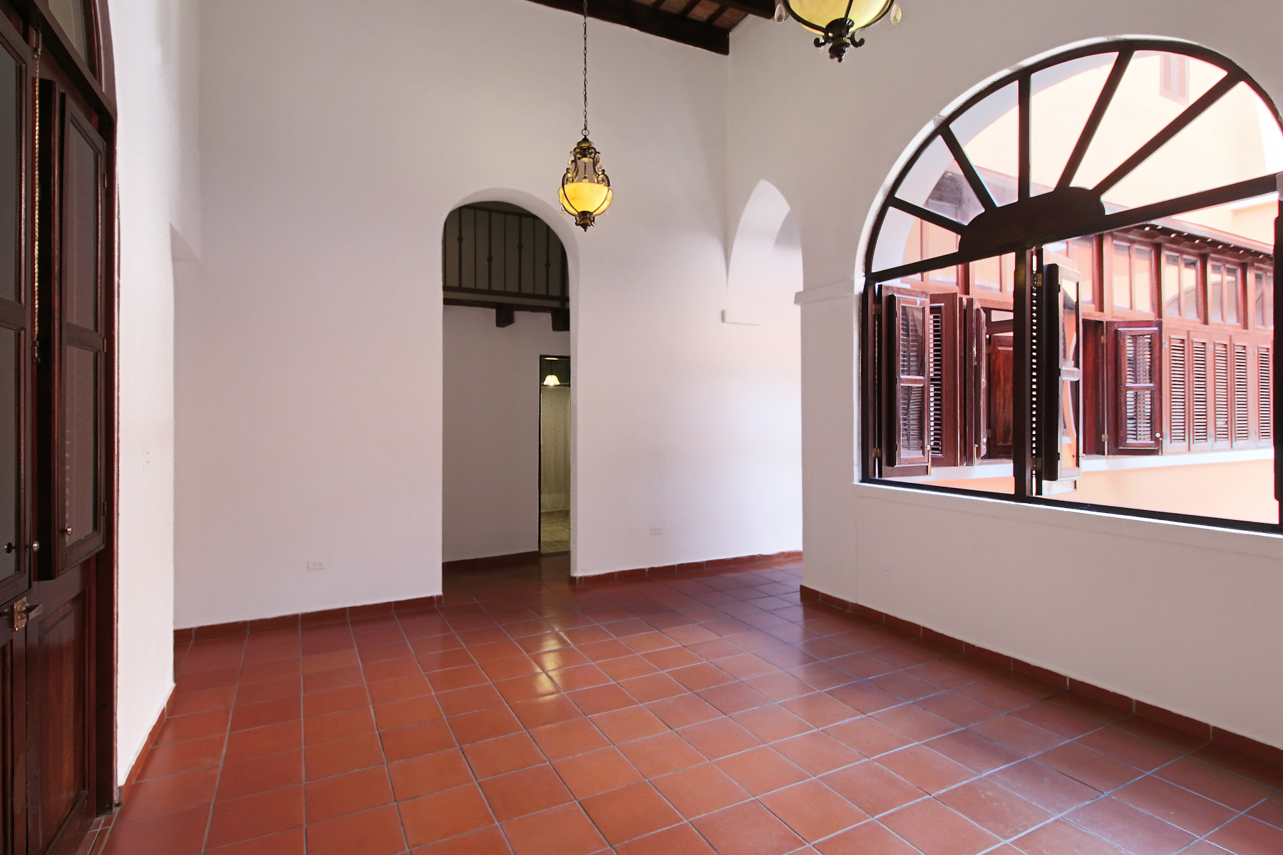 Additional photo for property listing at Two Beautifully Restored Residences at Villa Gabriela 109 Calle de la Cruz Apts 1E & 2C San Juan, Puerto Rico 00901 プエルトリコ
