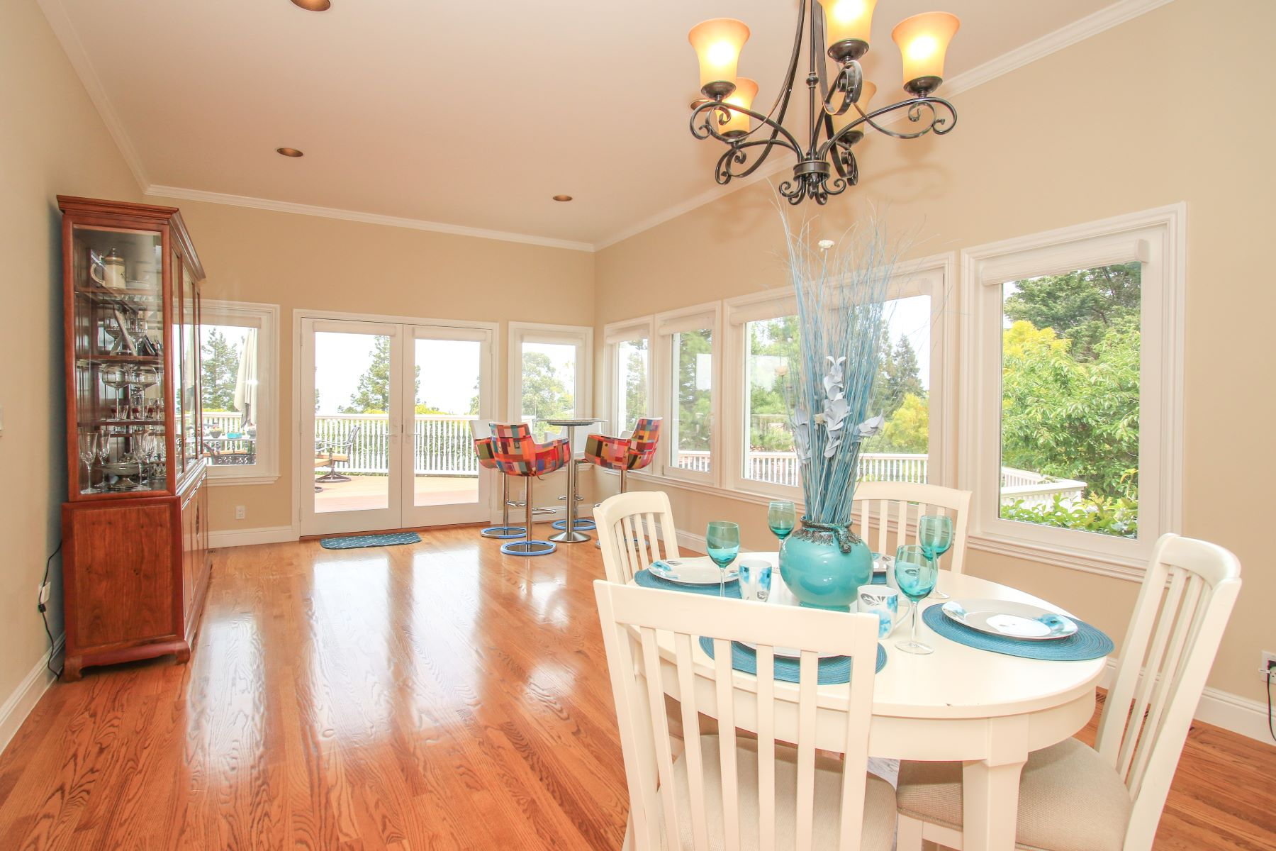 Additional photo for property listing at Stunning Mediterranean Home 75 Eugenia Way Hillsborough, California 94010 United States