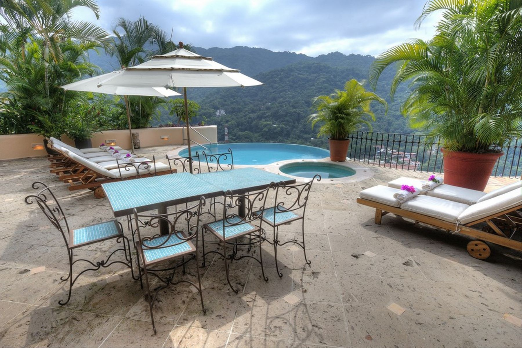 Single Family Home for Sale at Villa Suzannah Candida Azucena 94 Lomas de Mismaloya Puerto Vallarta, 48294 Mexico