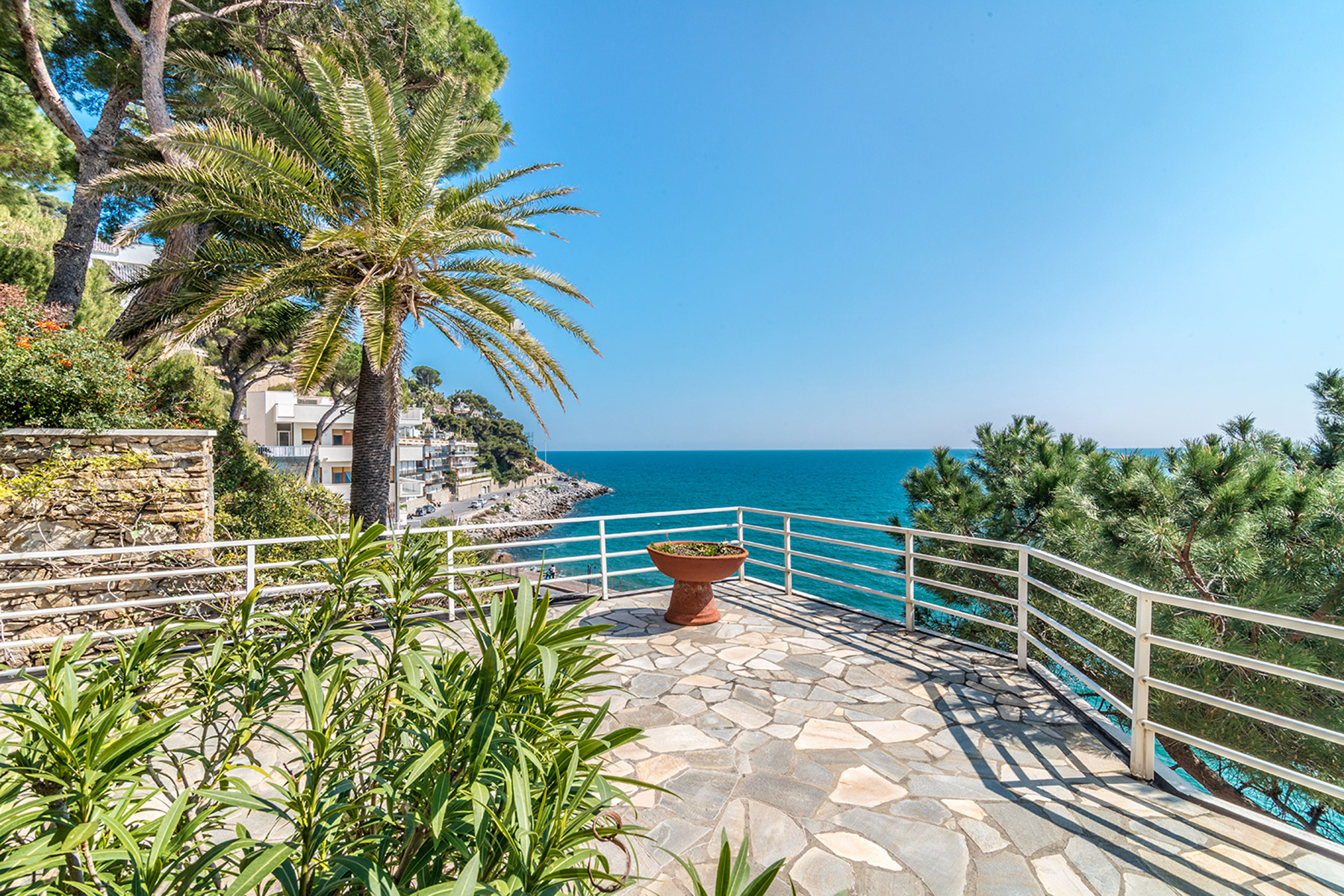 Additional photo for property listing at Magnificent seaview Villa in Alassio Passeggiata Luigi Cadorna Alassio, Savona 17021 Italy