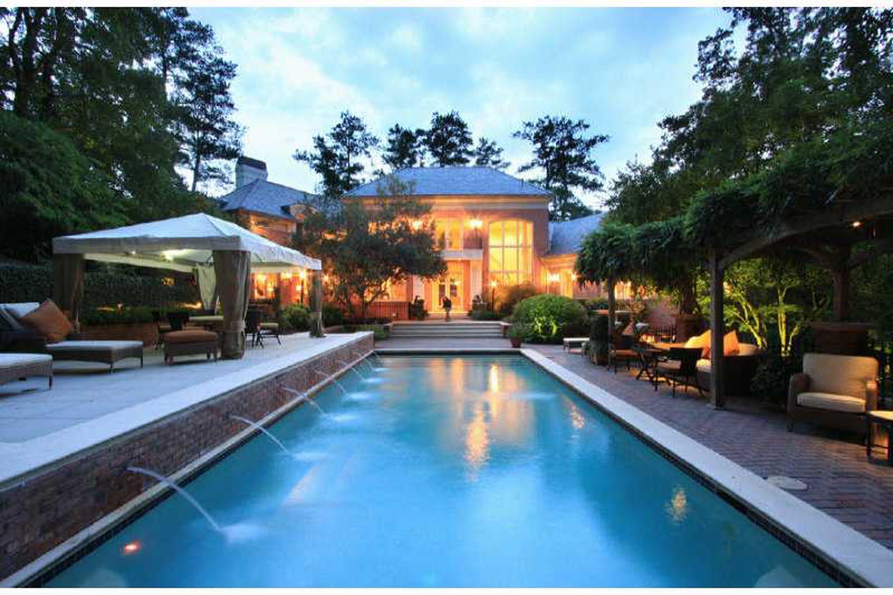 独户住宅 为 销售 在 Sophisticated Elegance 997 Davis Drive Sandy Springs, 亚特兰大, 乔治亚州, 30327 美国