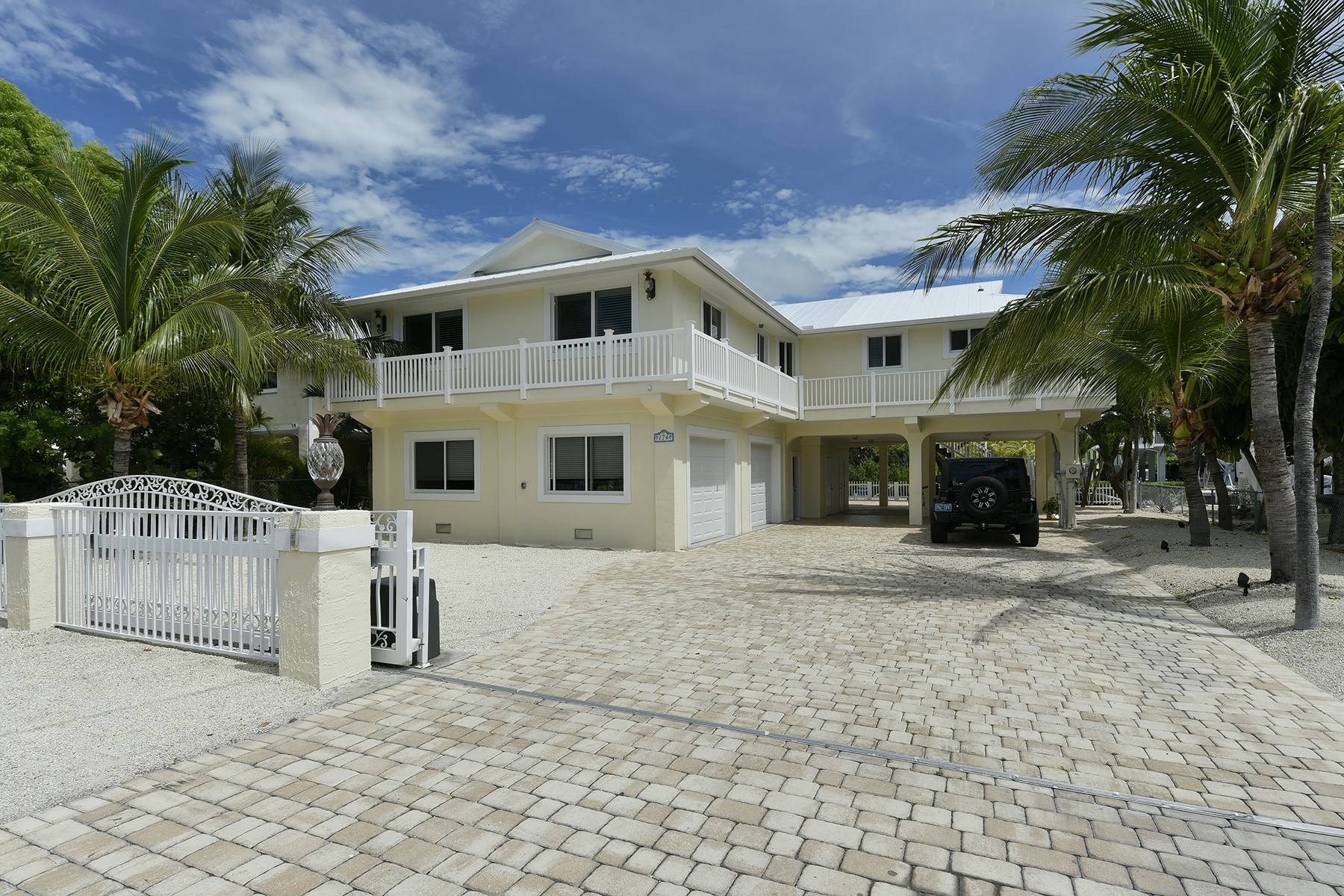 Single Family Home for Sale at Stunning Waterfront Location 174 Plantation Avenue Plantation Key, Florida, 33070 United States