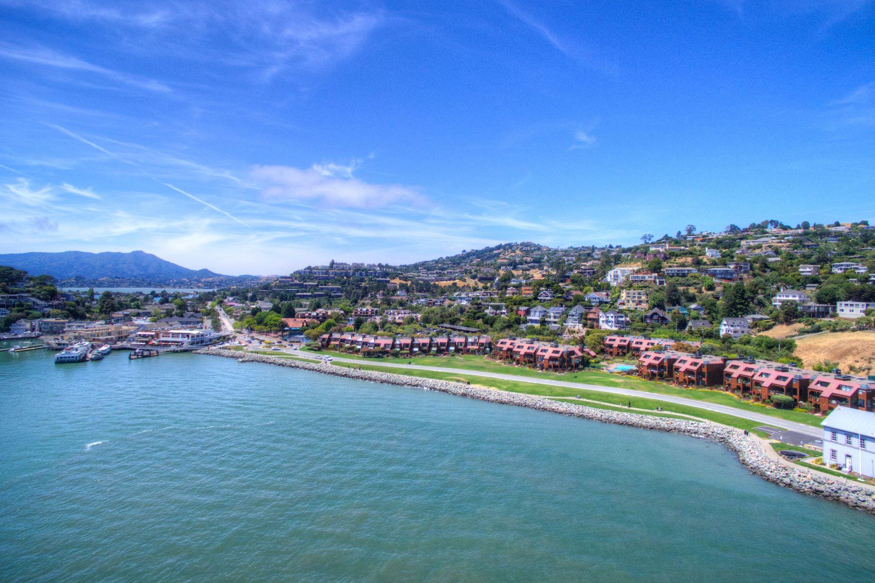 Appartement en copropriété pour l Vente à Close to Everything! 1900 Mar West Tiburon, Californie, 94920 États-Unis