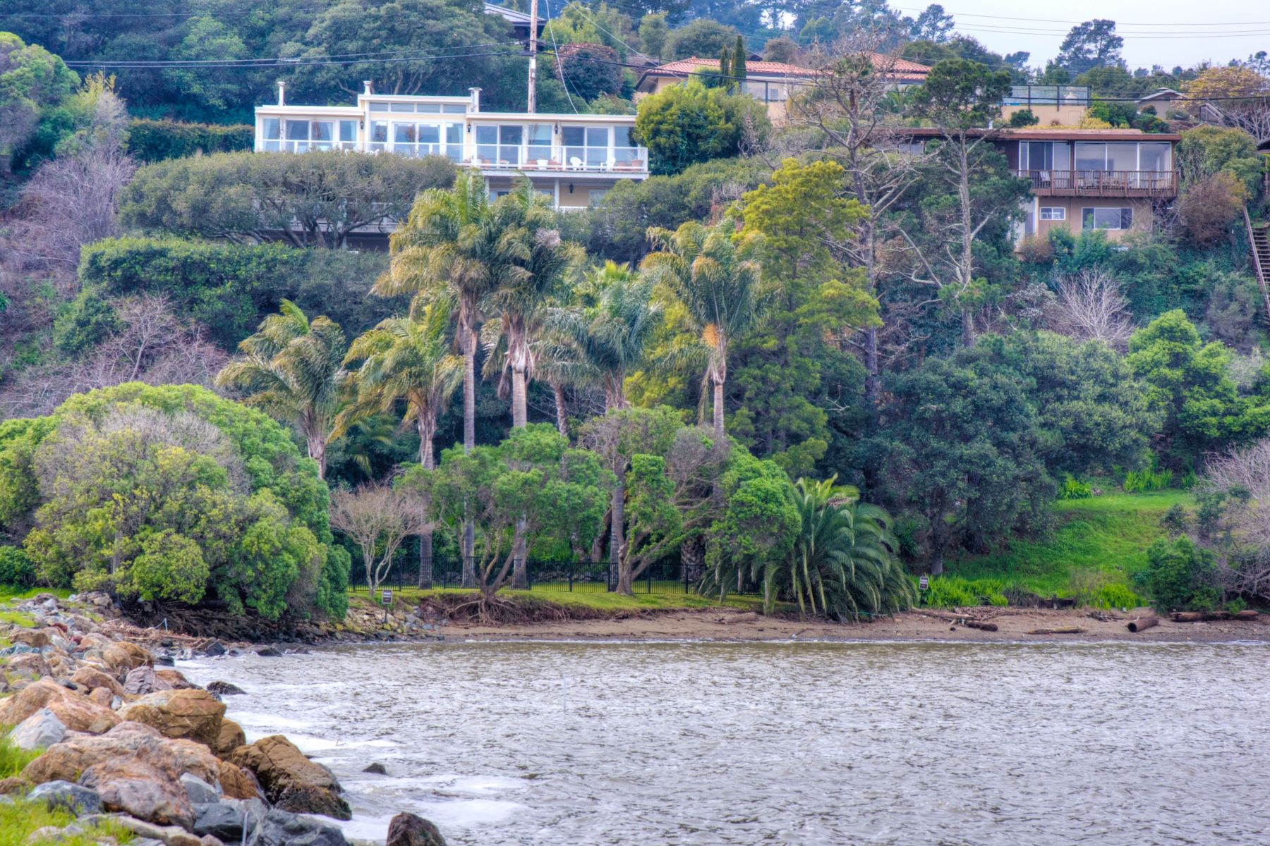 Additional photo for property listing at Prime Waterfront Family Home with Sandy Beach 4780 Paradise Drive Tiburon, California 94920 United States