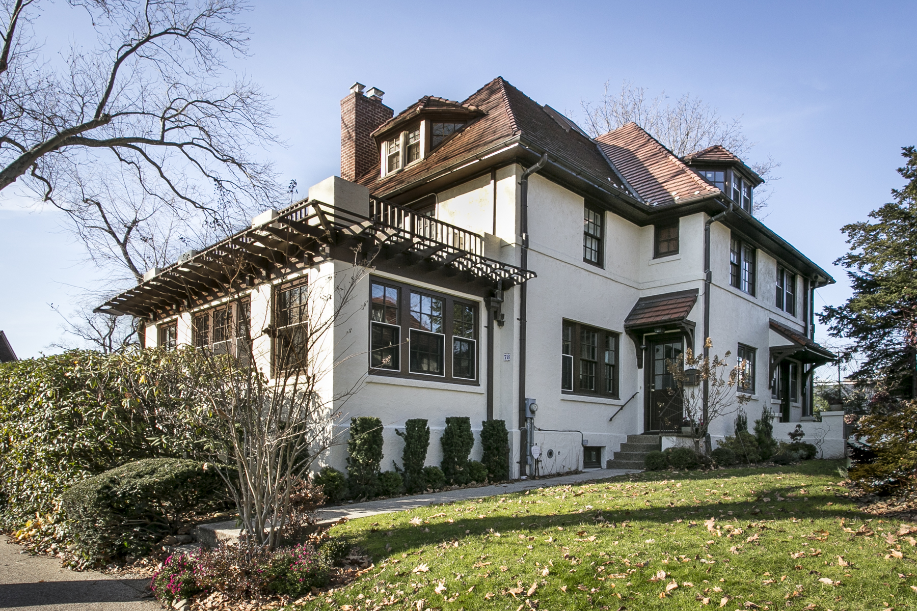 "Casa Unifamiliar por un Venta en ""COMBINING HISTORIC CHARM WITH UPSCALE CONTEMPORARY AMENITIES"" 78 Dartmouth Street, Forest Hills Gardens, Forest Hills, Nueva York 11375 Estados Unidos"