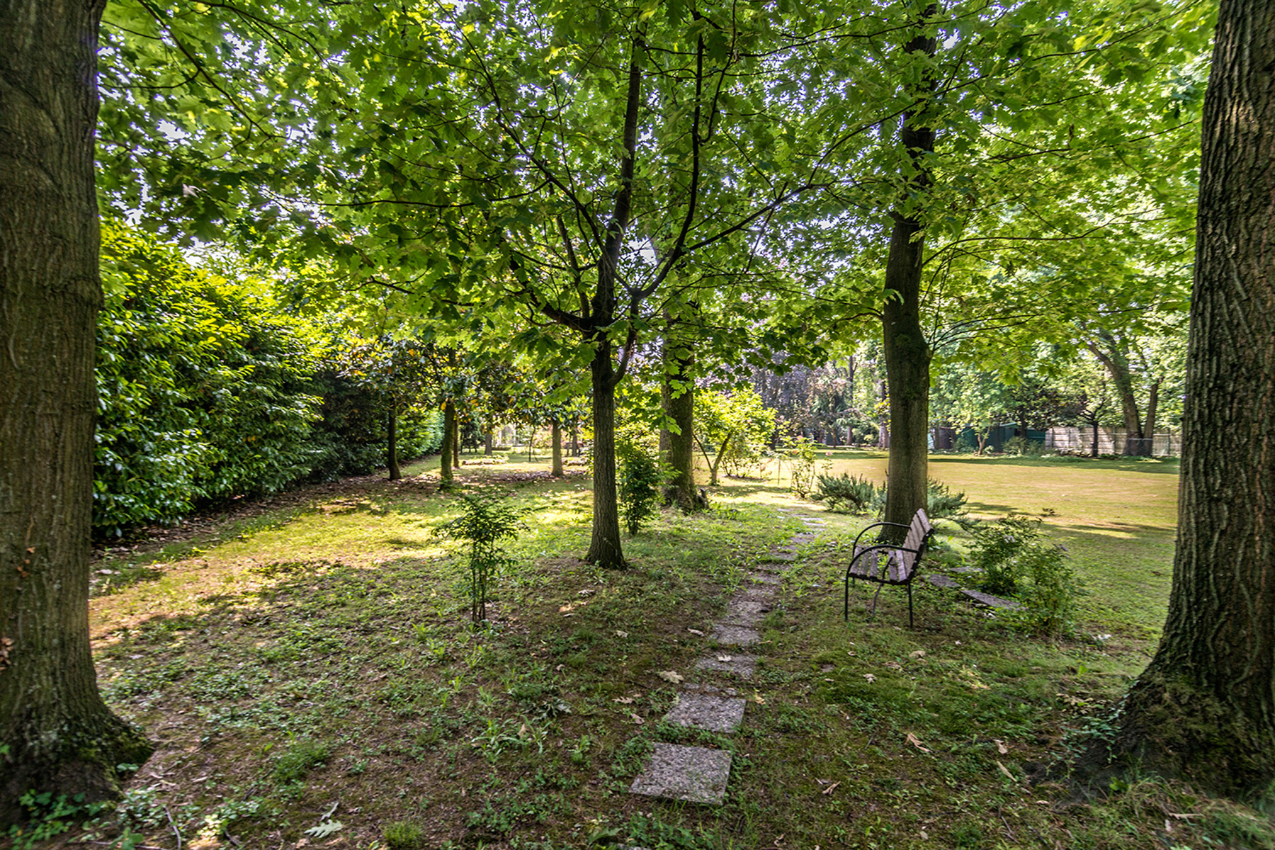 Additional photo for property listing at Exclusive restored villa in a secular park via Benedetto Diotti Milano, Milan 20153 Italia