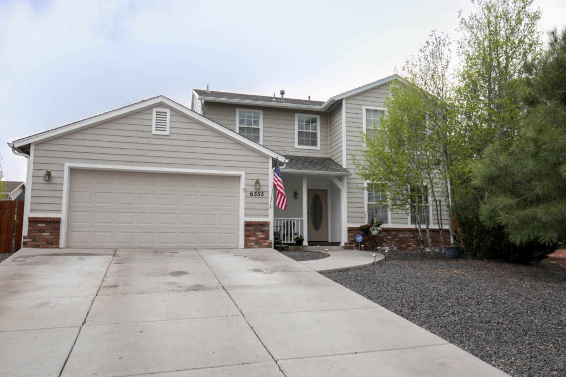 Single Family Home for Sale at Spectacular home in the ever-popular Walnut Hills neighborhood 6555 E Vail Dr Flagstaff, Arizona, 86004 United States