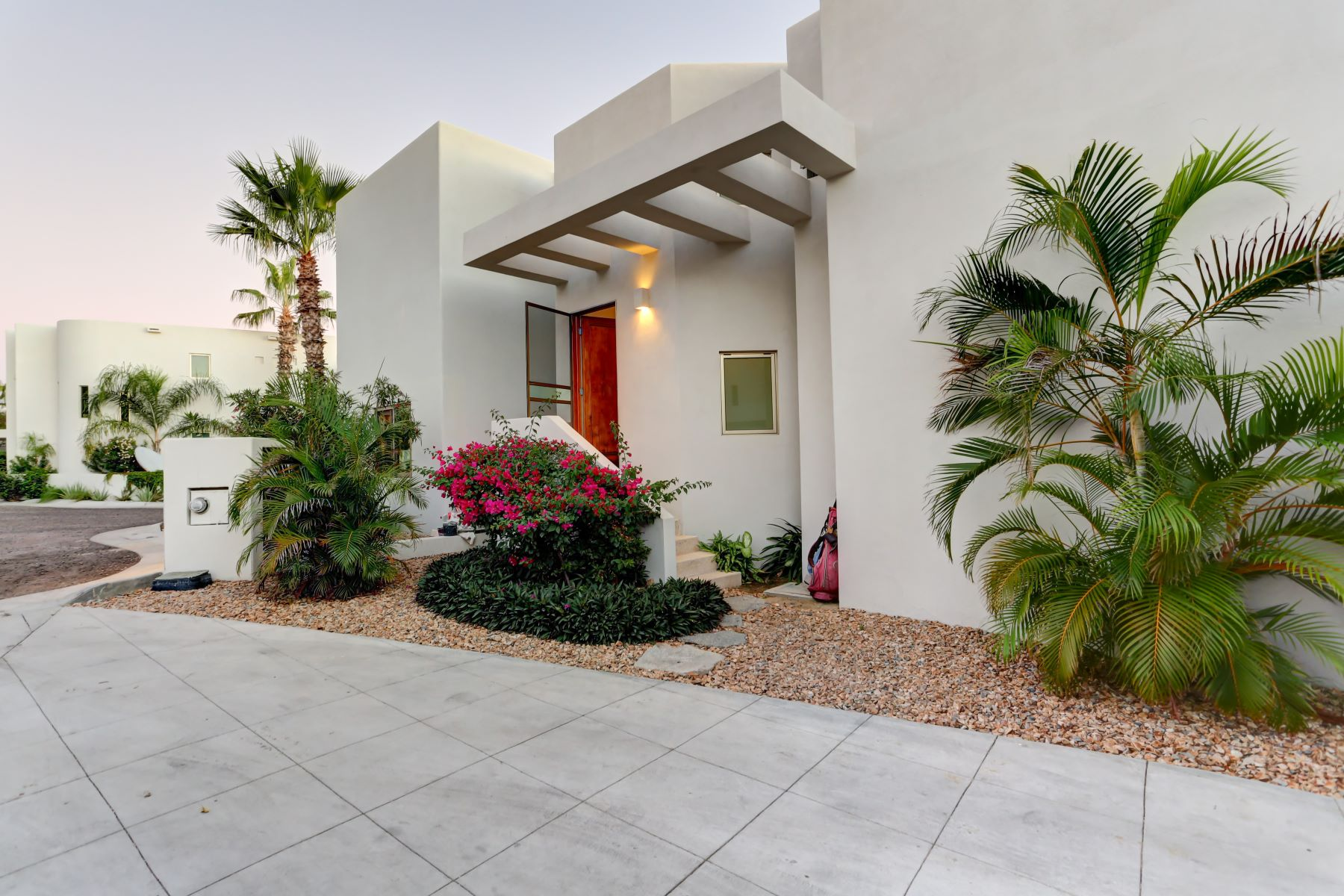 Casa Unifamiliar por un Venta en Casa Mexicana 12, Las Flores Cabo San Lucas, Baja California Sur México